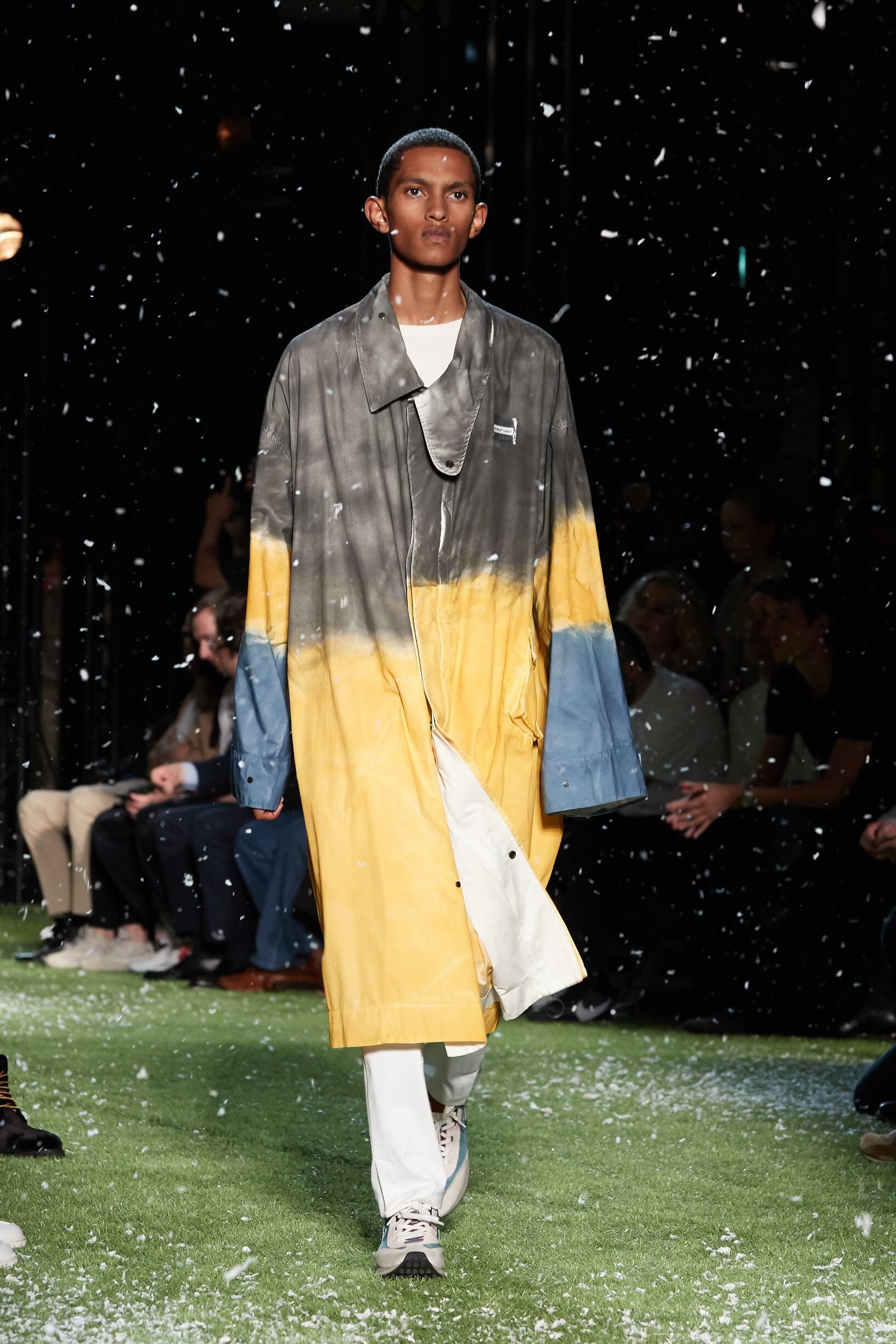 Fashion Man Model Off-White Catwalk