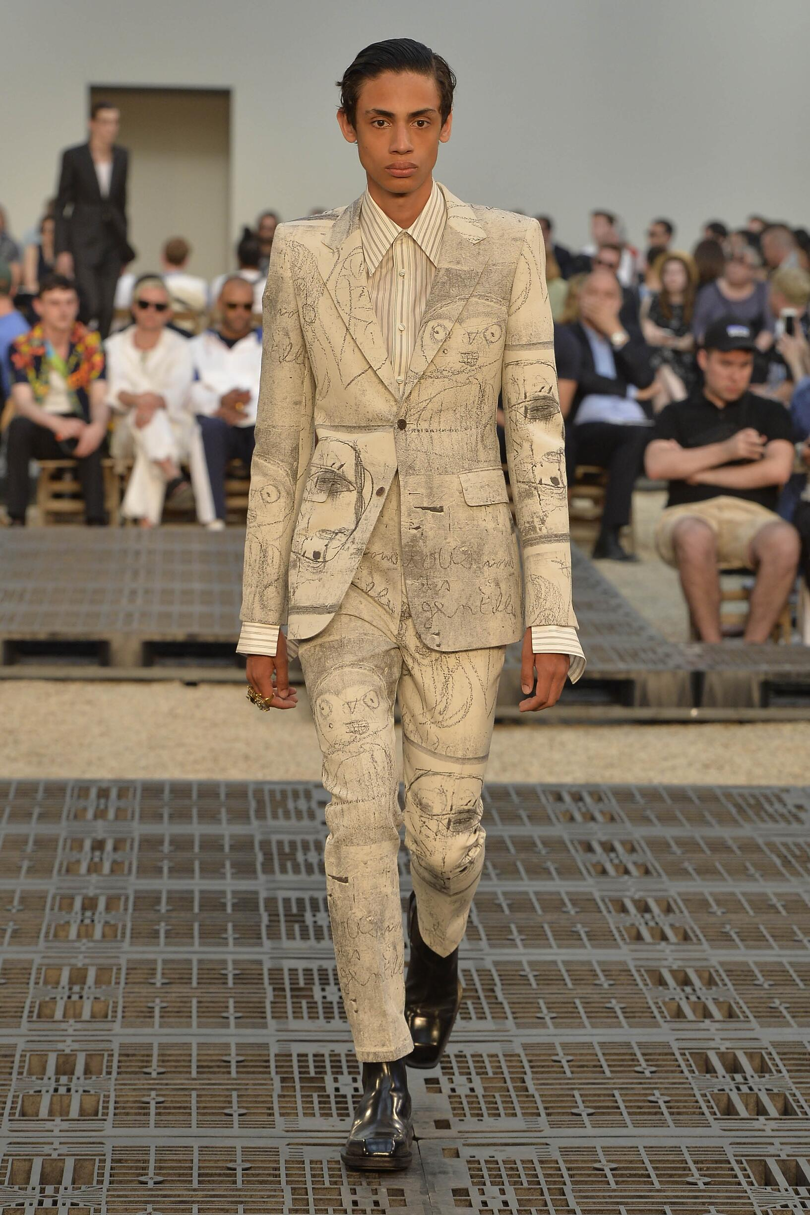 Runway Alexander McQueen Spring Summer 2019 Men's Collection Paris Fashion Week