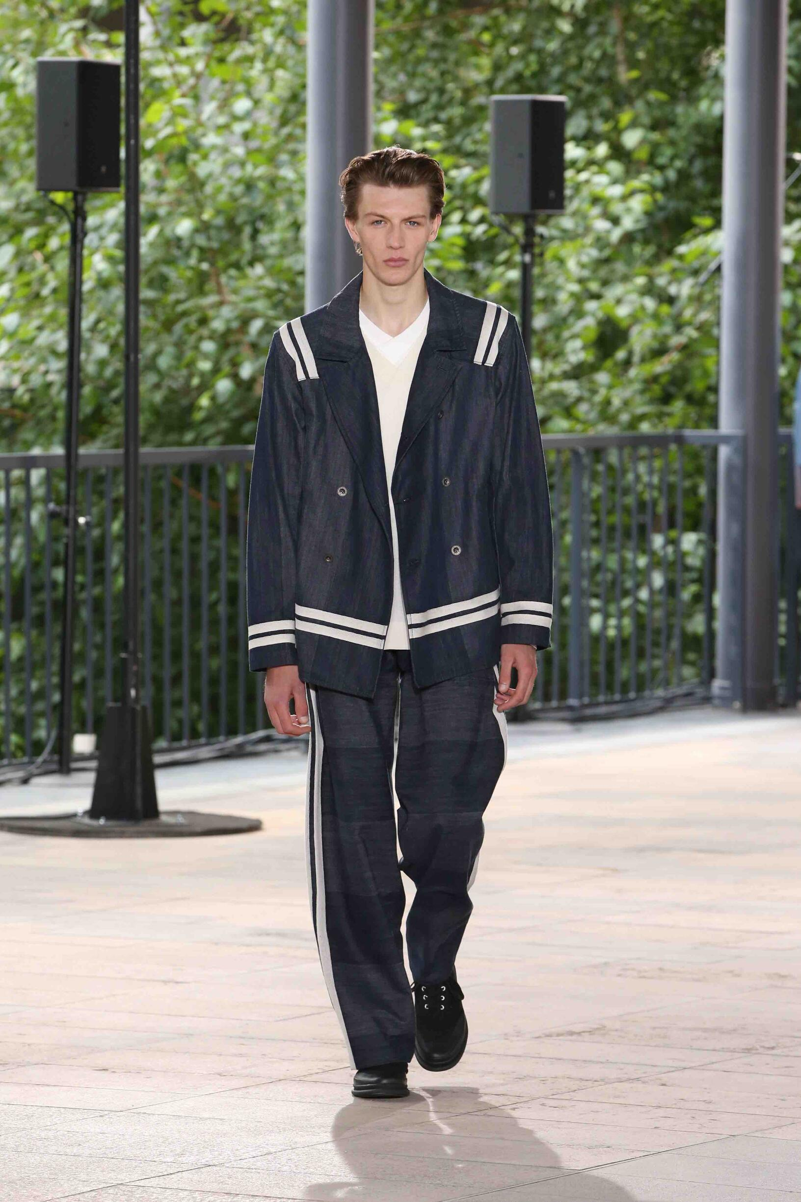 Runway Issey Miyake Spring Summer 2019 Men's Collection Paris Fashion Week