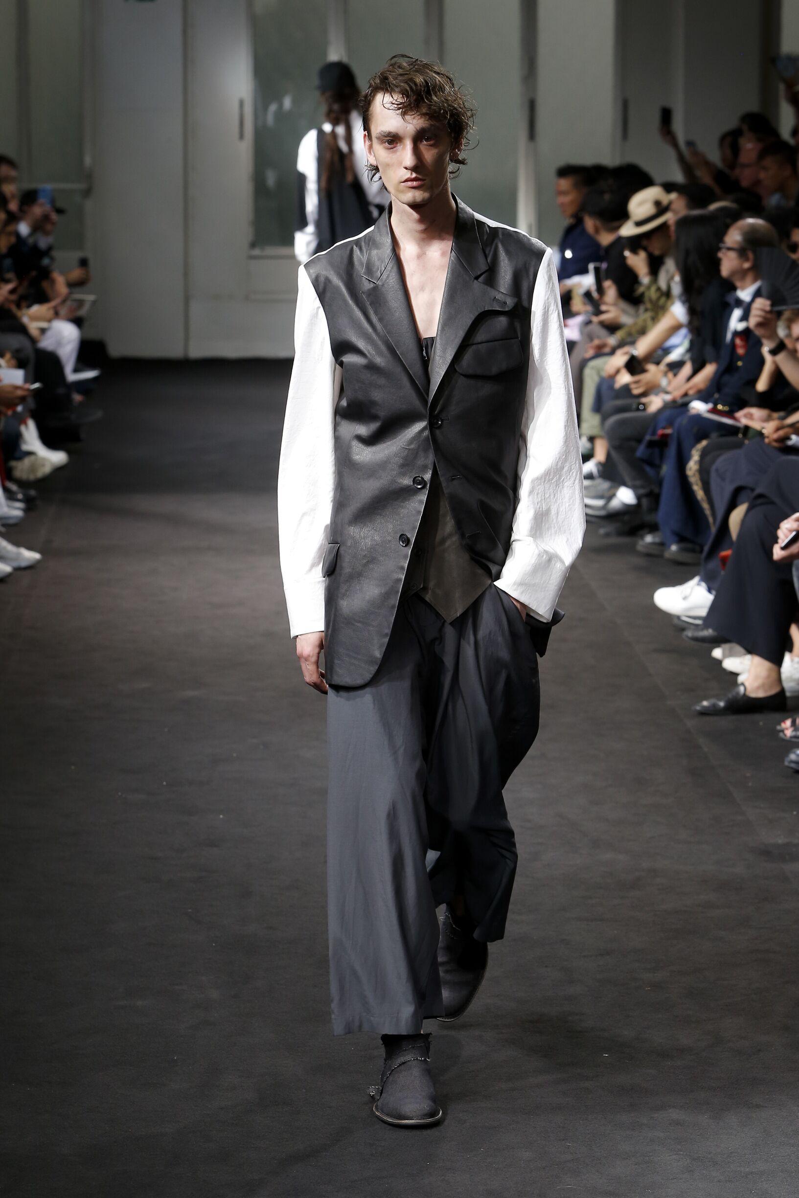 Runway Yohji Yamamoto Spring Summer 2019 Men's Collection Paris Fashion Week