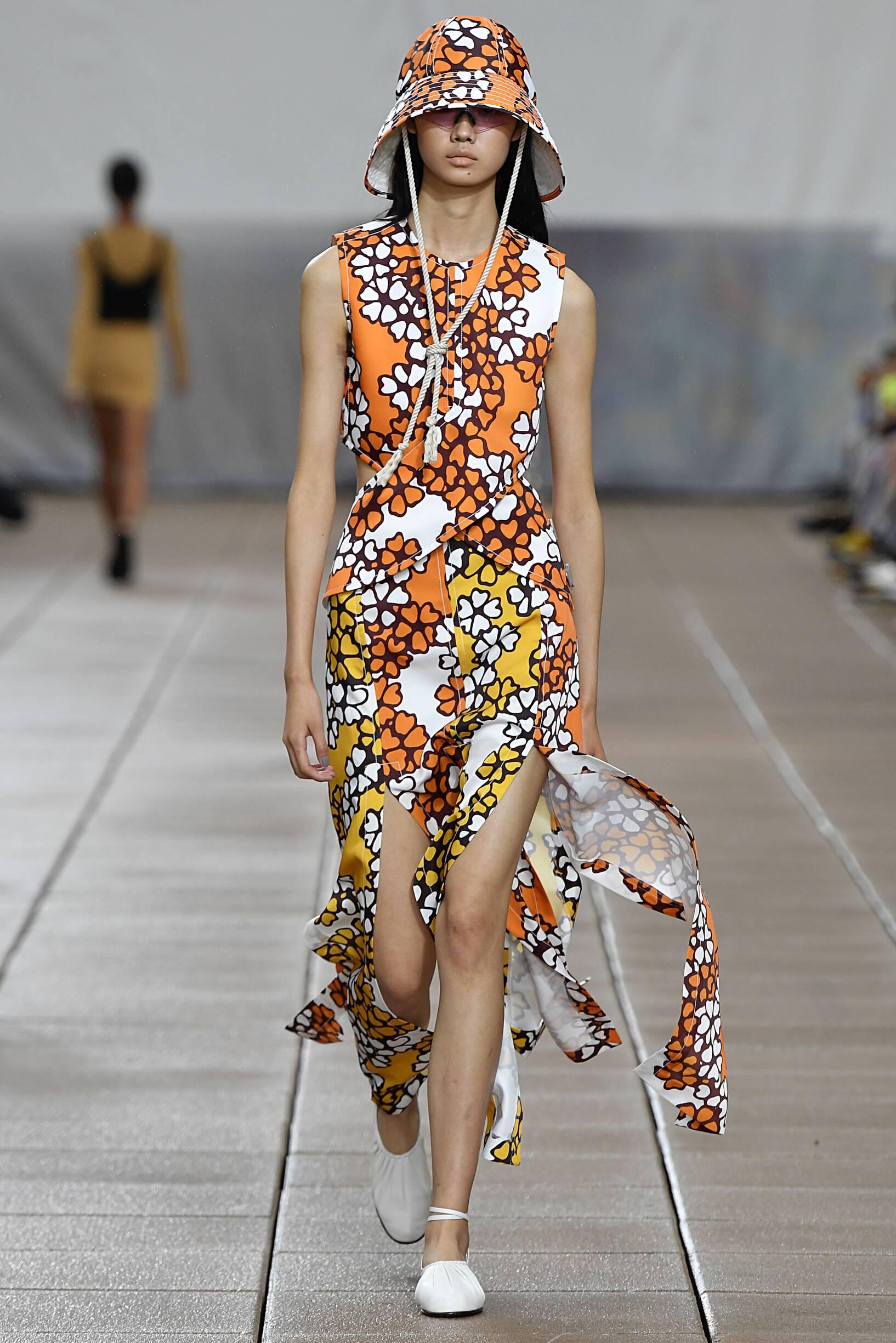 Znalezione obrazy dla zapytania phillip lim fashion show 2019