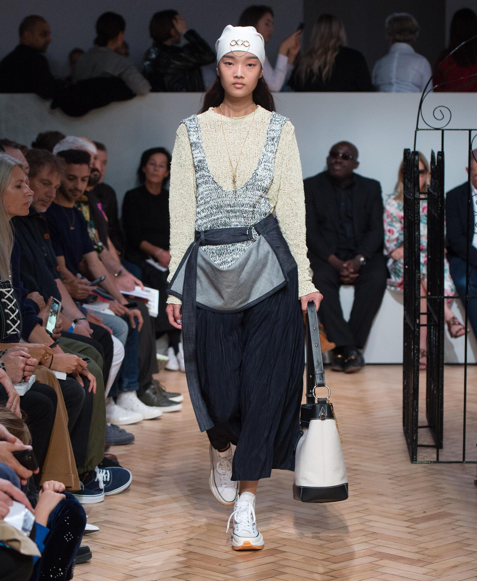 2019 Catwalk J.W. Anderson Woman Fashion Show Summer