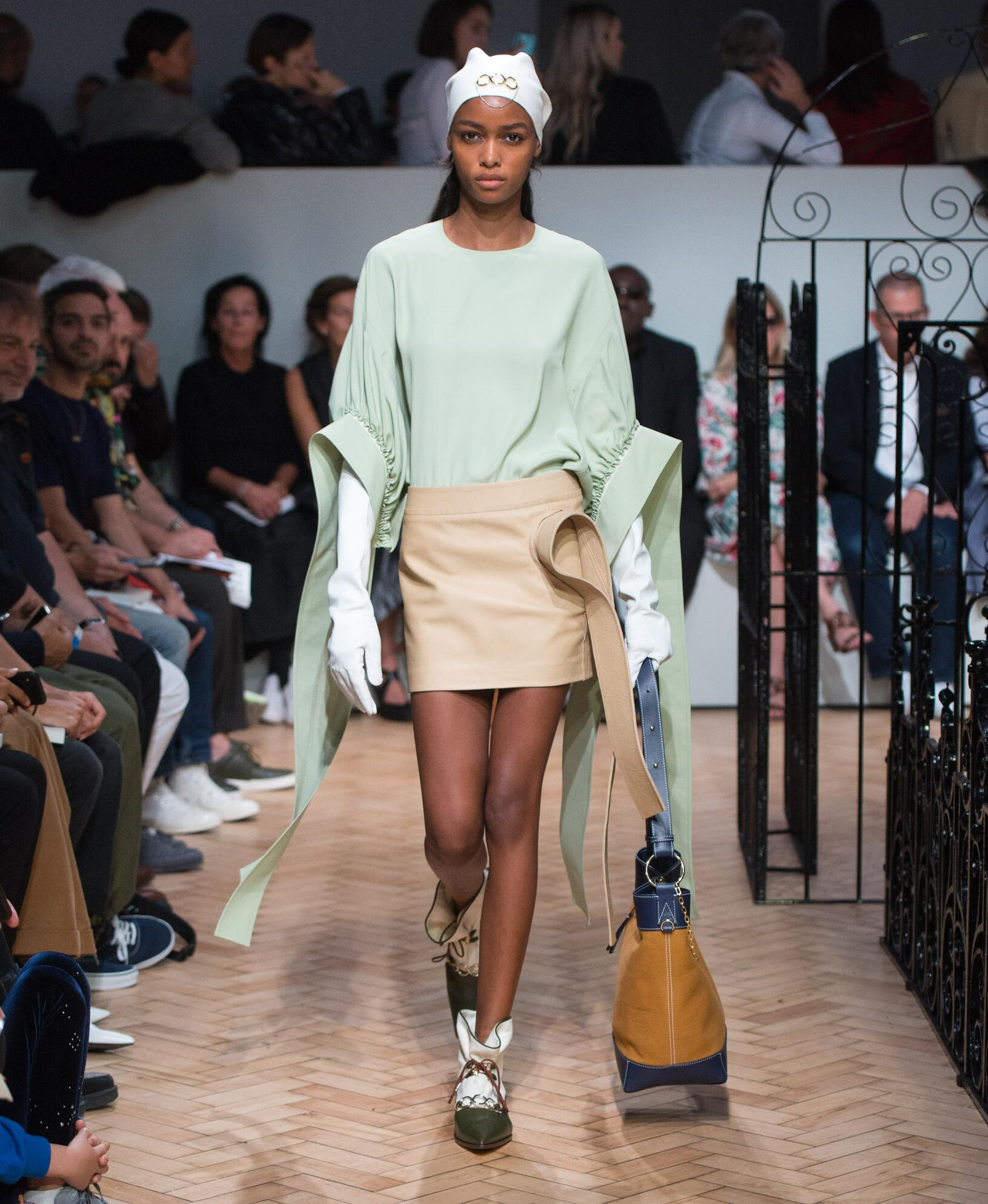 Fashion 2019 Catwalk J.W. Anderson Summer Woman Collection