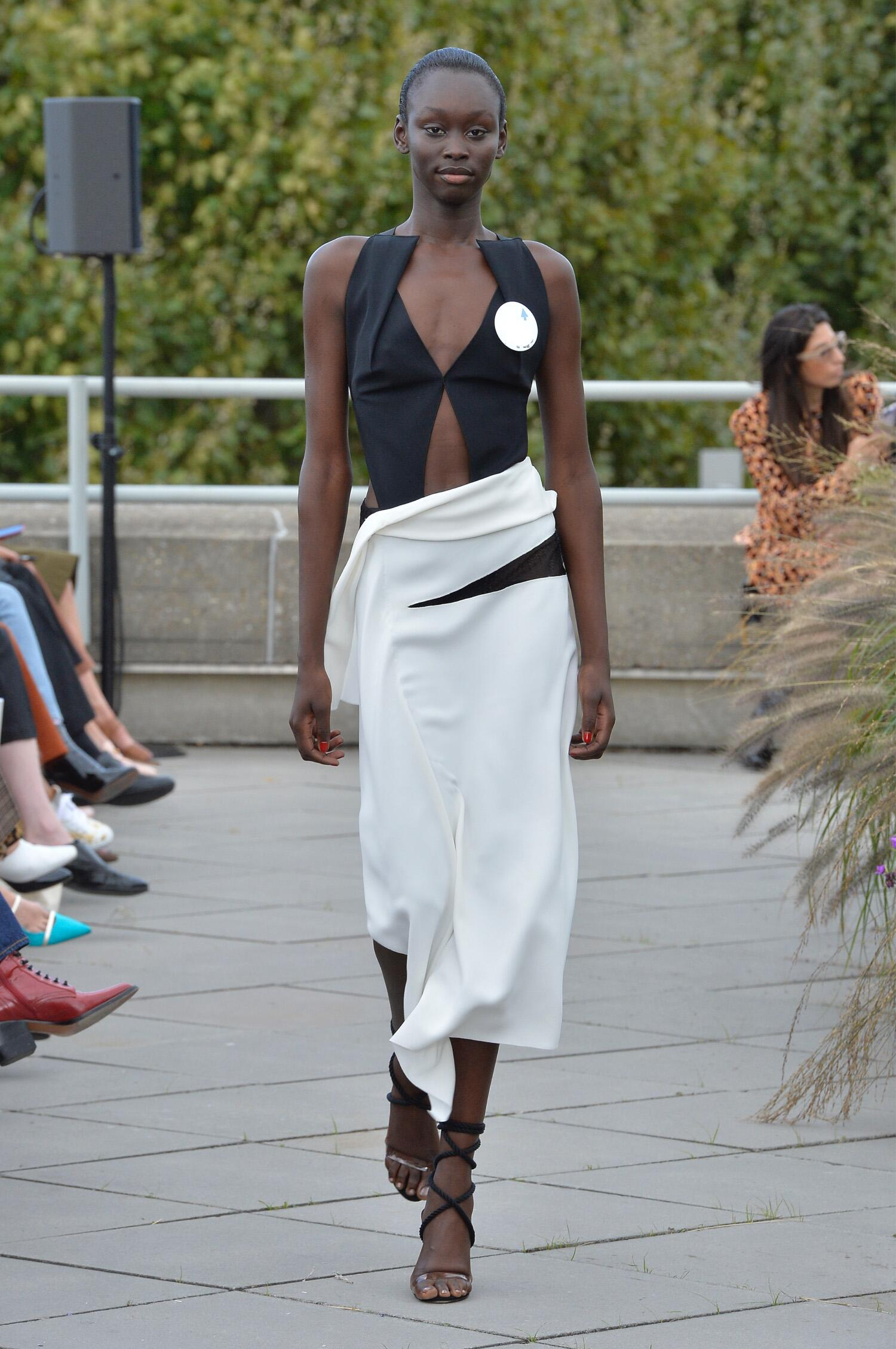 Fashion 2019 Catwalk Roland Mouret Summer Woman Collection