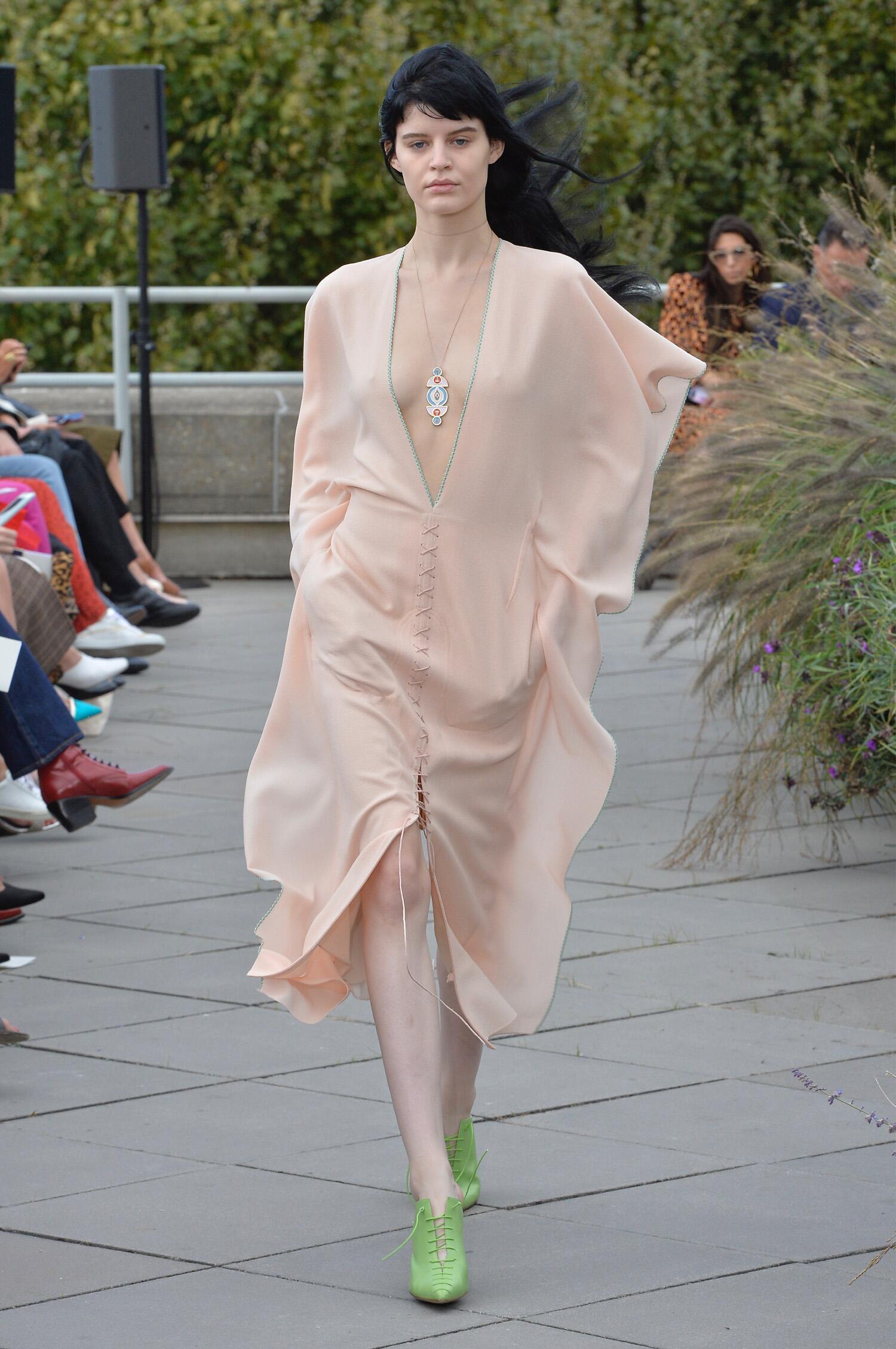 Fashion 2019 Catwalk Roland Mouret Summer