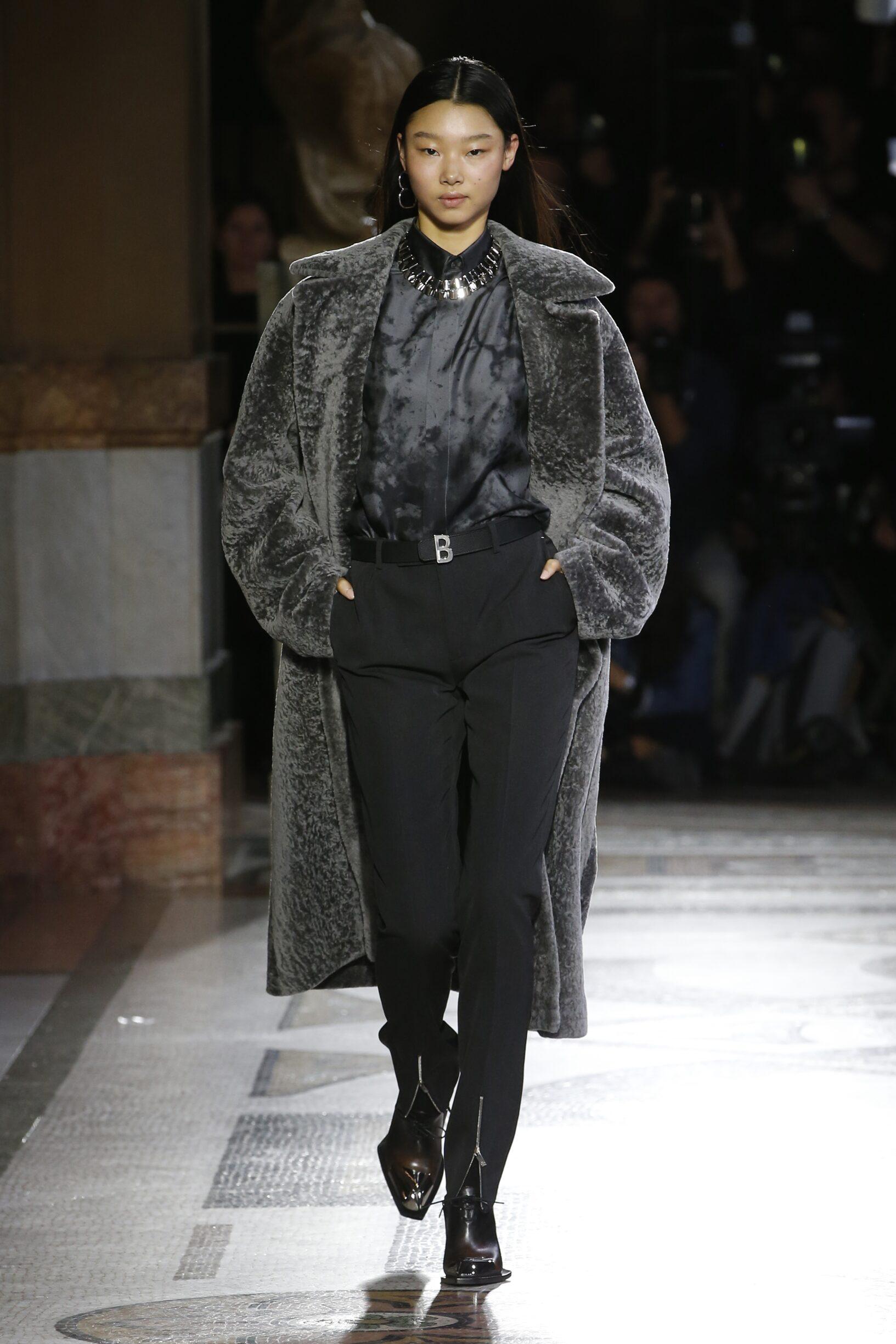 2019 Catwalk Berluti Woman Fashion Show Winter