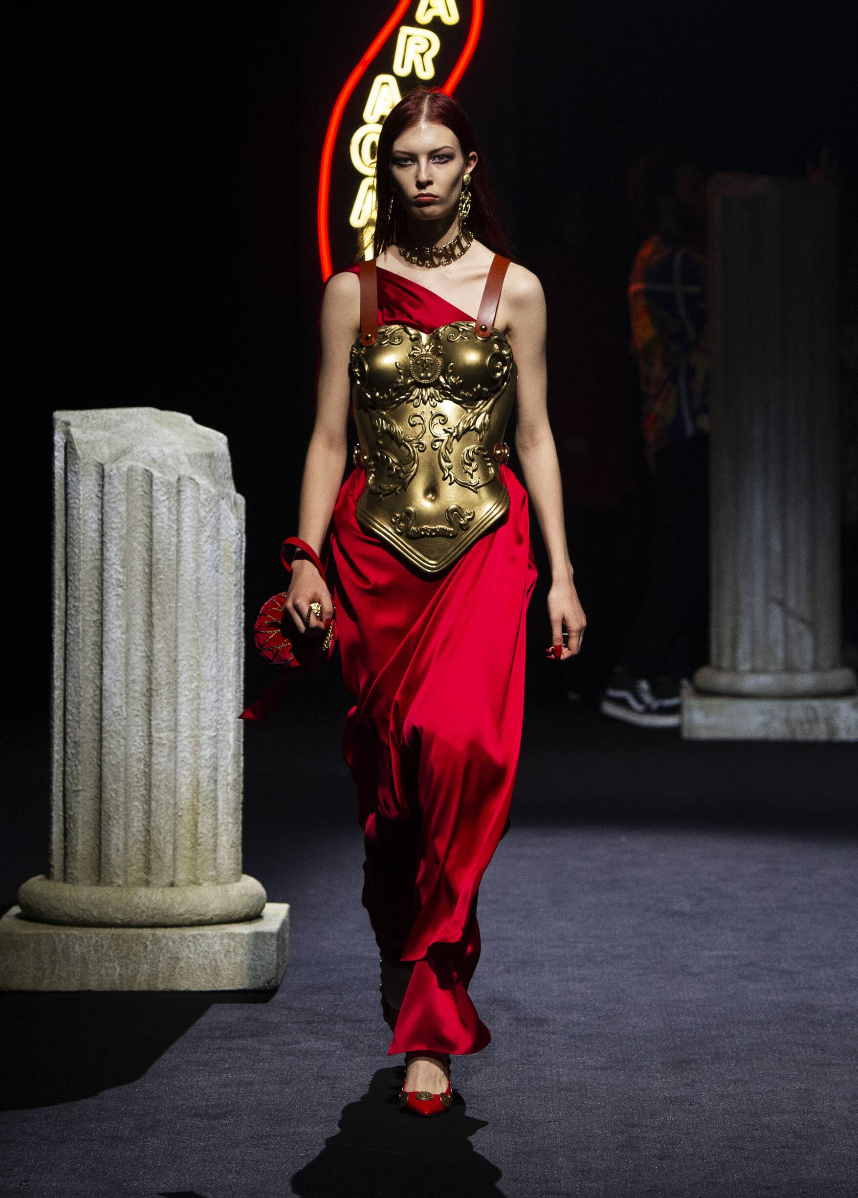 Pre-Collection FW 2019-20 Fashion Show Moschino