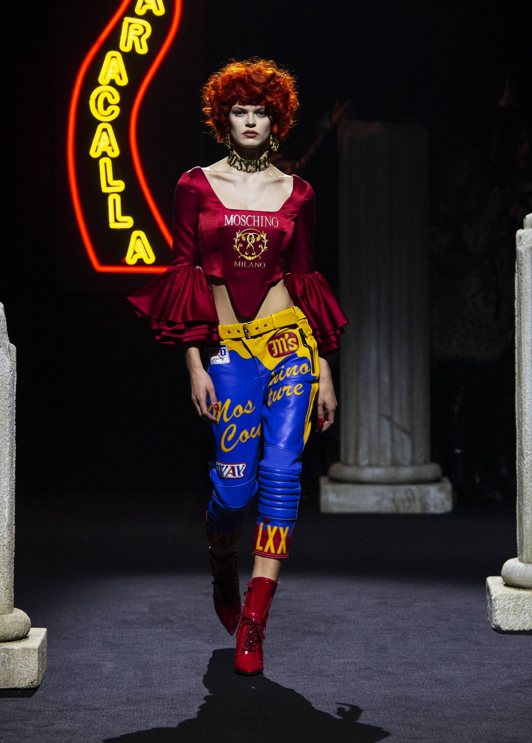Pre-Collection FW 2019-20 Moschino Fashion Show