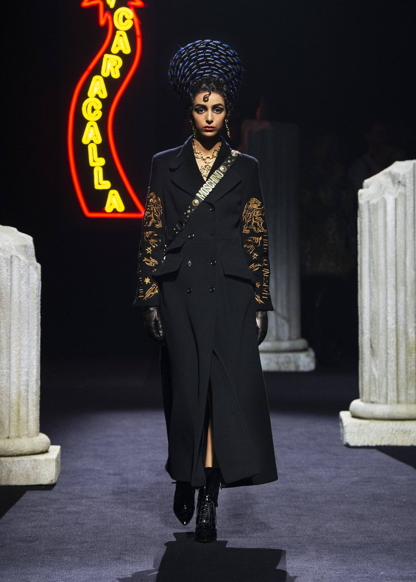 Pre-Collection Winter 2019 Fashion Trends Moschino
