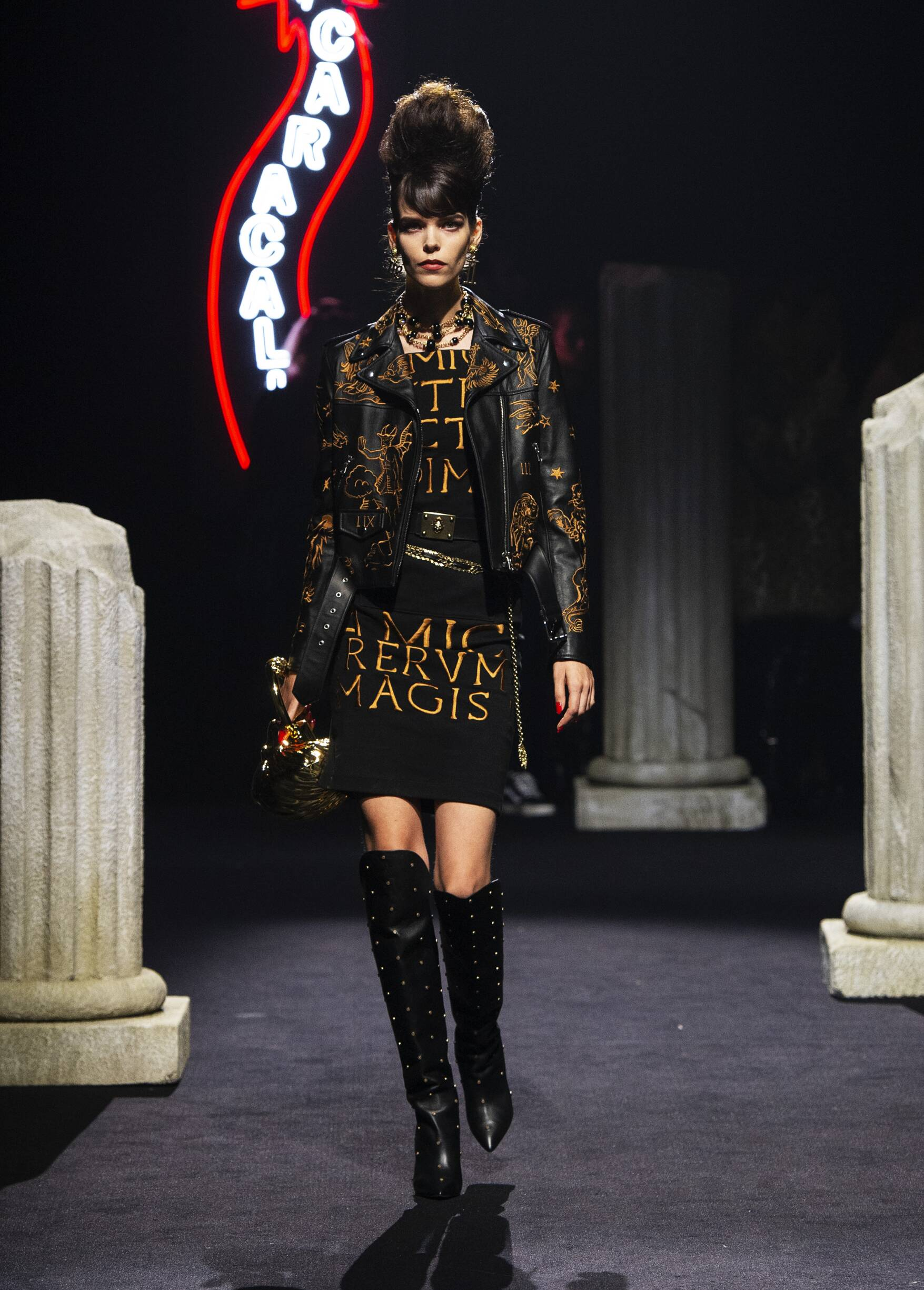 Runway Moschino Fall Winter 2019 Women Pre-Collection Rome