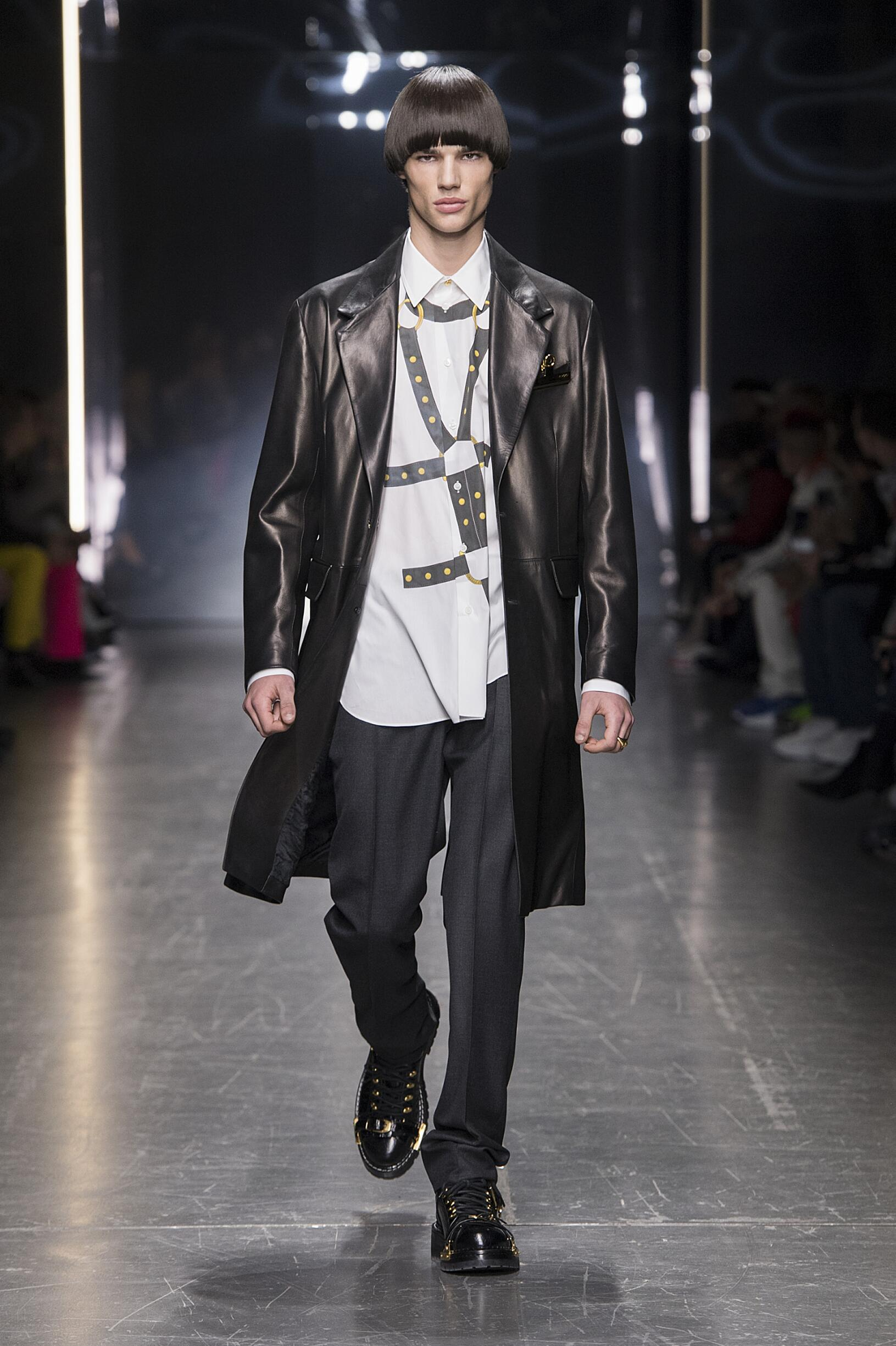d035692149c VERSACE FALL WINTER 2019 MEN S COLLECTION – MILAN FASHION WEEK