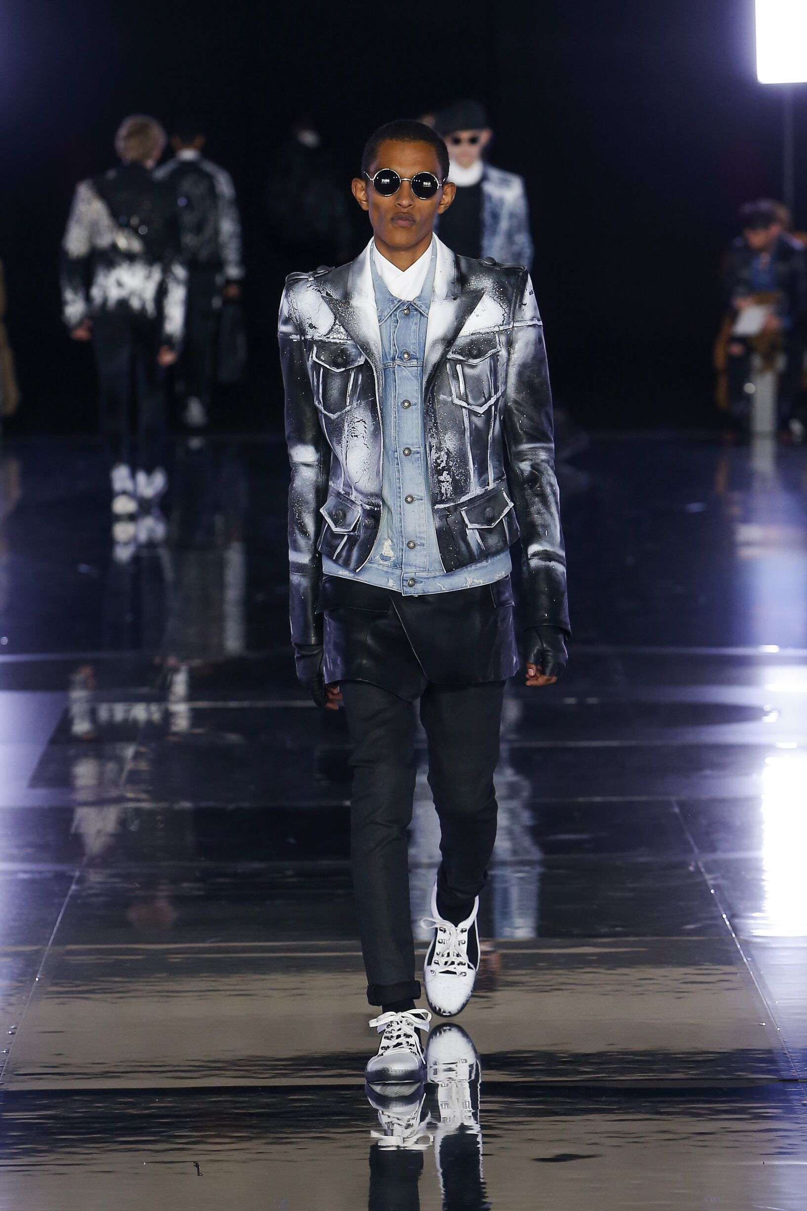 2019 Balmain Catwalk Paris Fashion Week