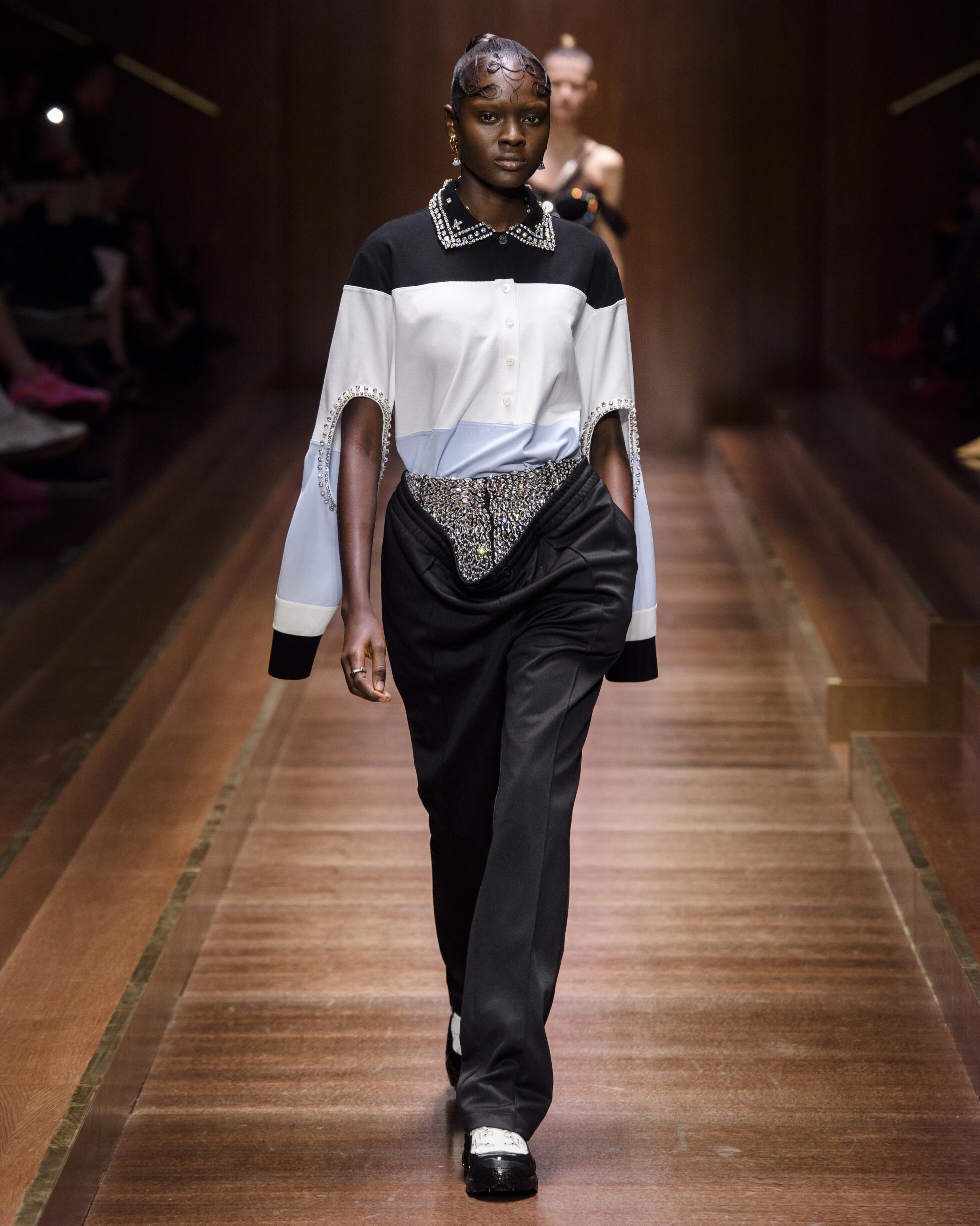 2019 Catwalk Burberry Woman Fashion Show Winter
