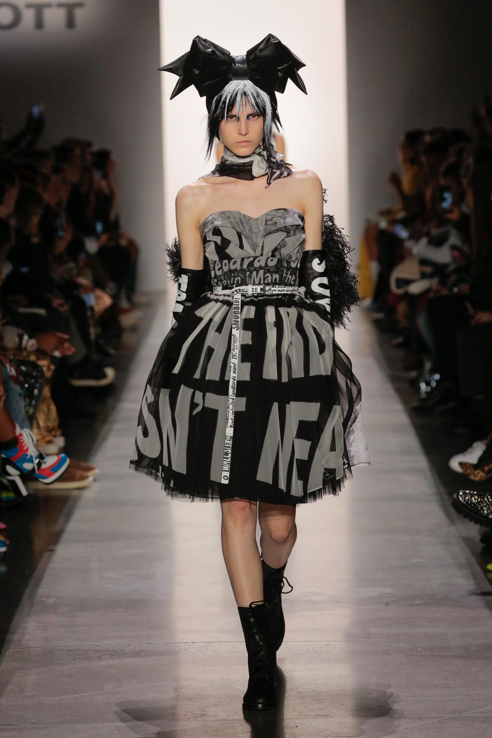 2019 Catwalk Jeremy Scott Woman Fashion Show Winter