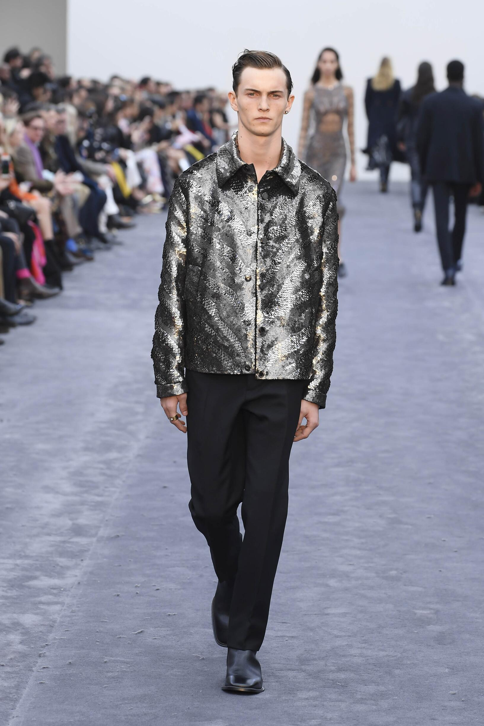 2019 Catwalk Roberto Cavalli Man Fashion Show Winter
