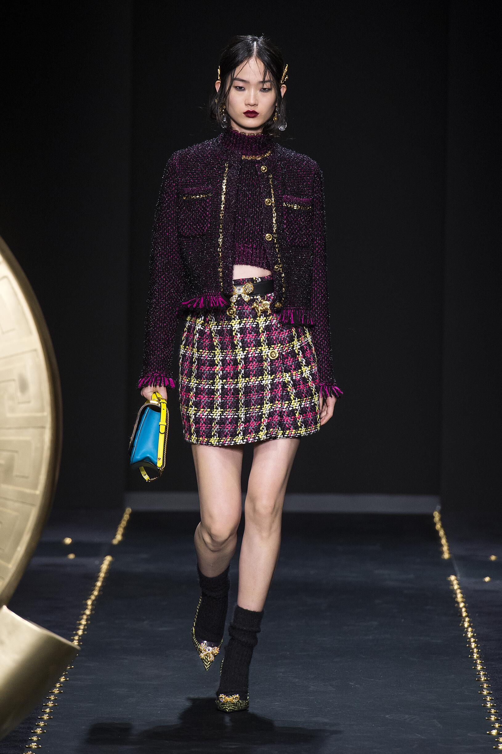 2019 Catwalk Versace Woman Fashion Show Winter