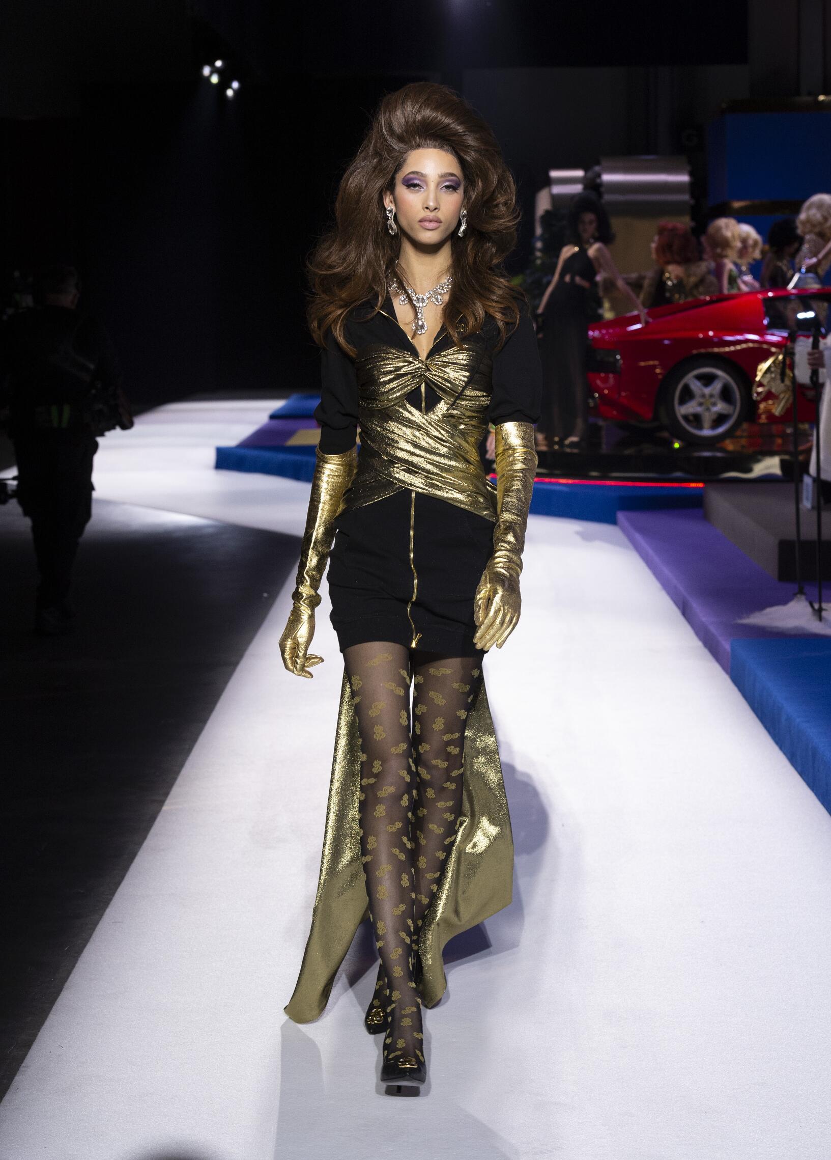 2019 Moschino Catwalk Milan Fashion Week