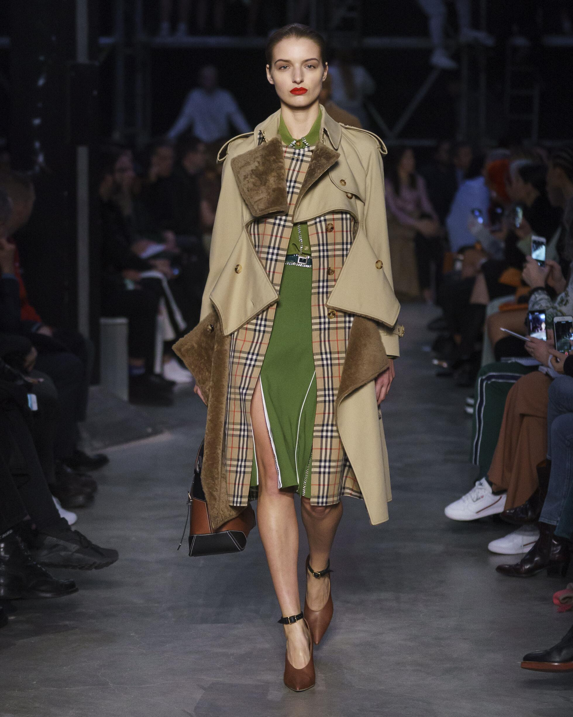 2019 Woman Style Burberry
