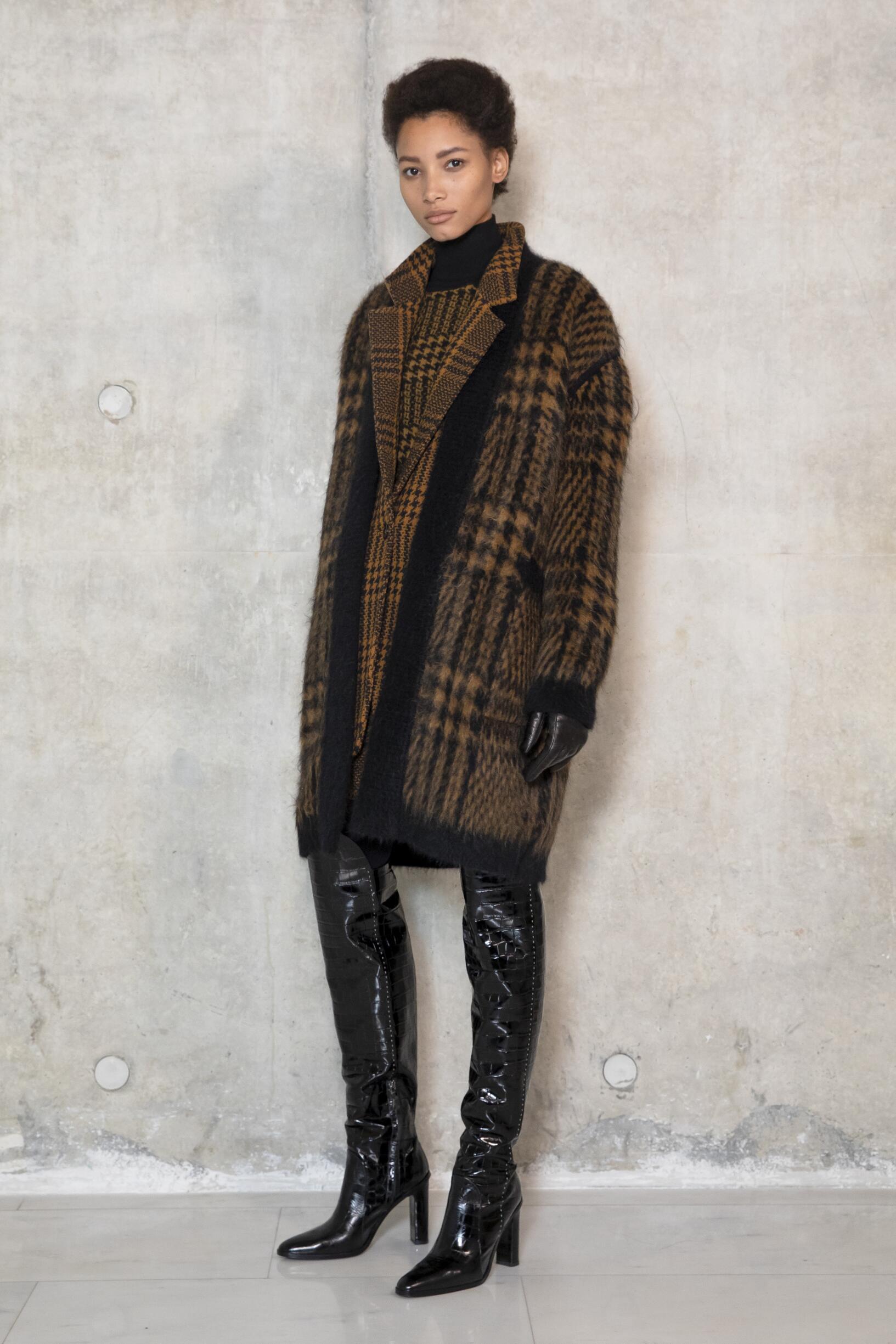 Backstage Max Mara Milan Fashion Week Model