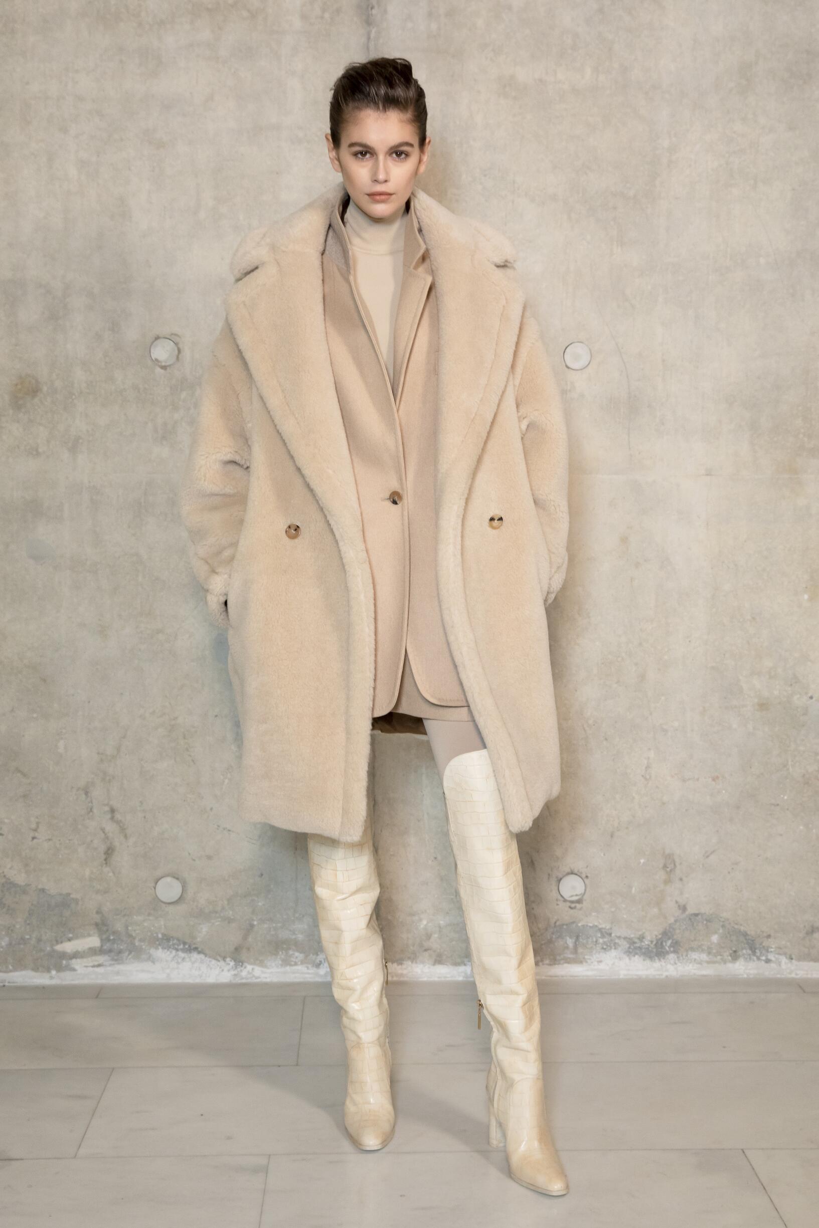 Backstage Max Mara Model Fall 2019 Collection Milan Fashion Week