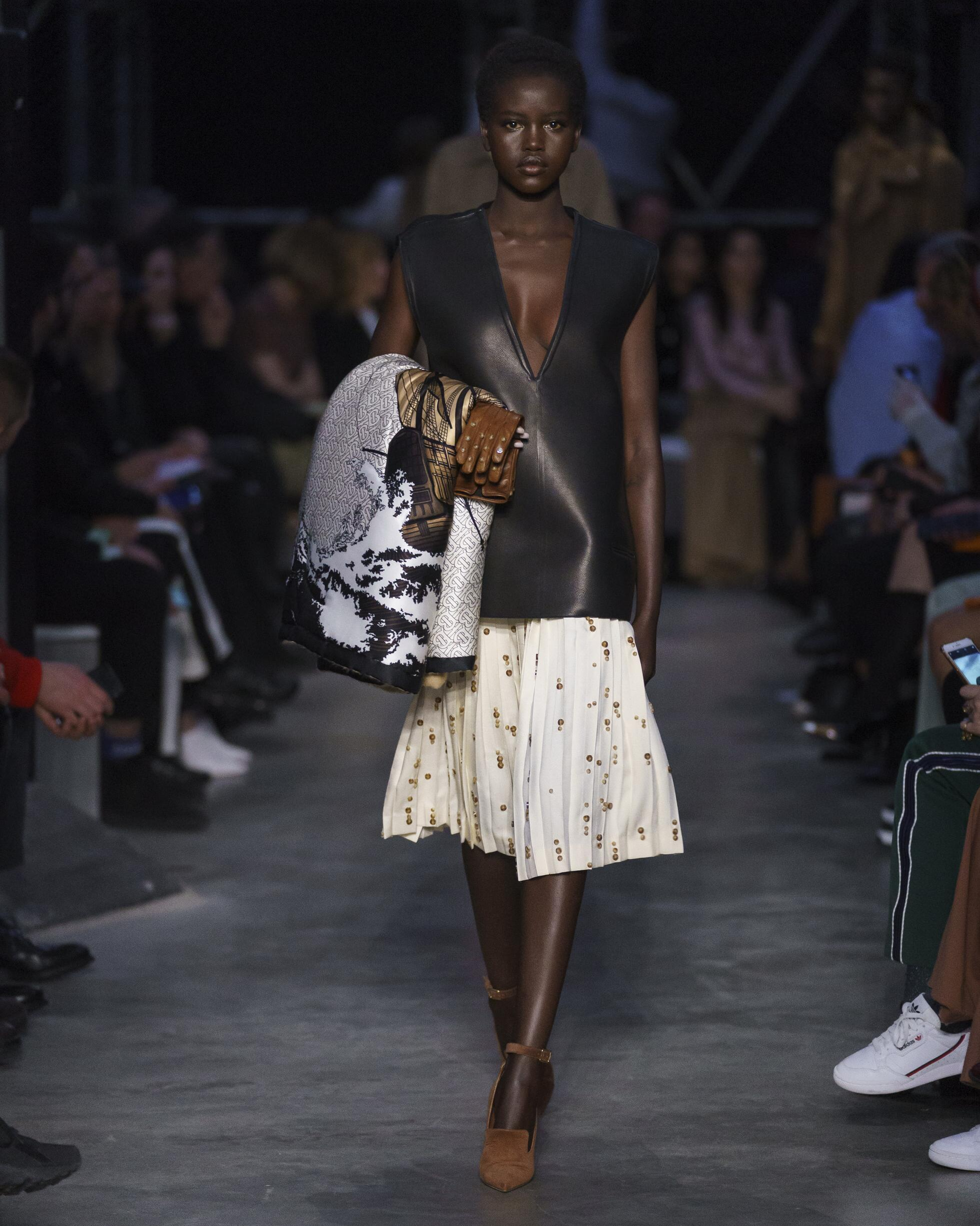 Fashion 2019 Catwalk Burberry Winter Womens Collection
