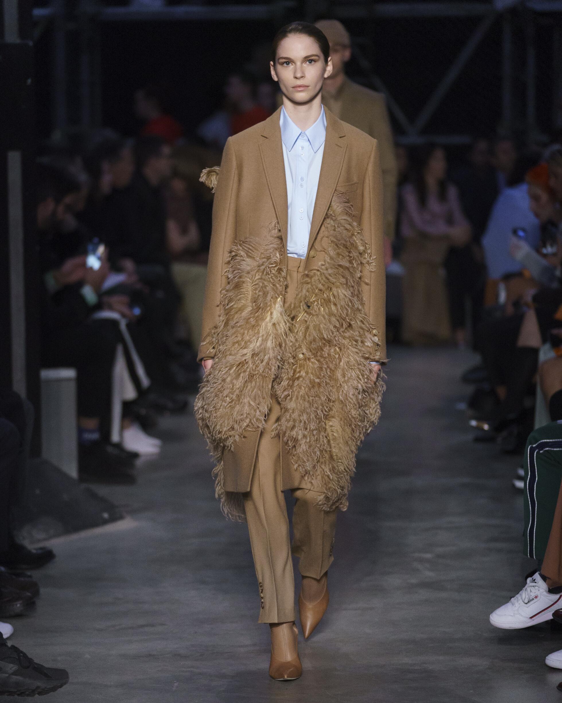 Fashion 2019 Runway Burberry Winter