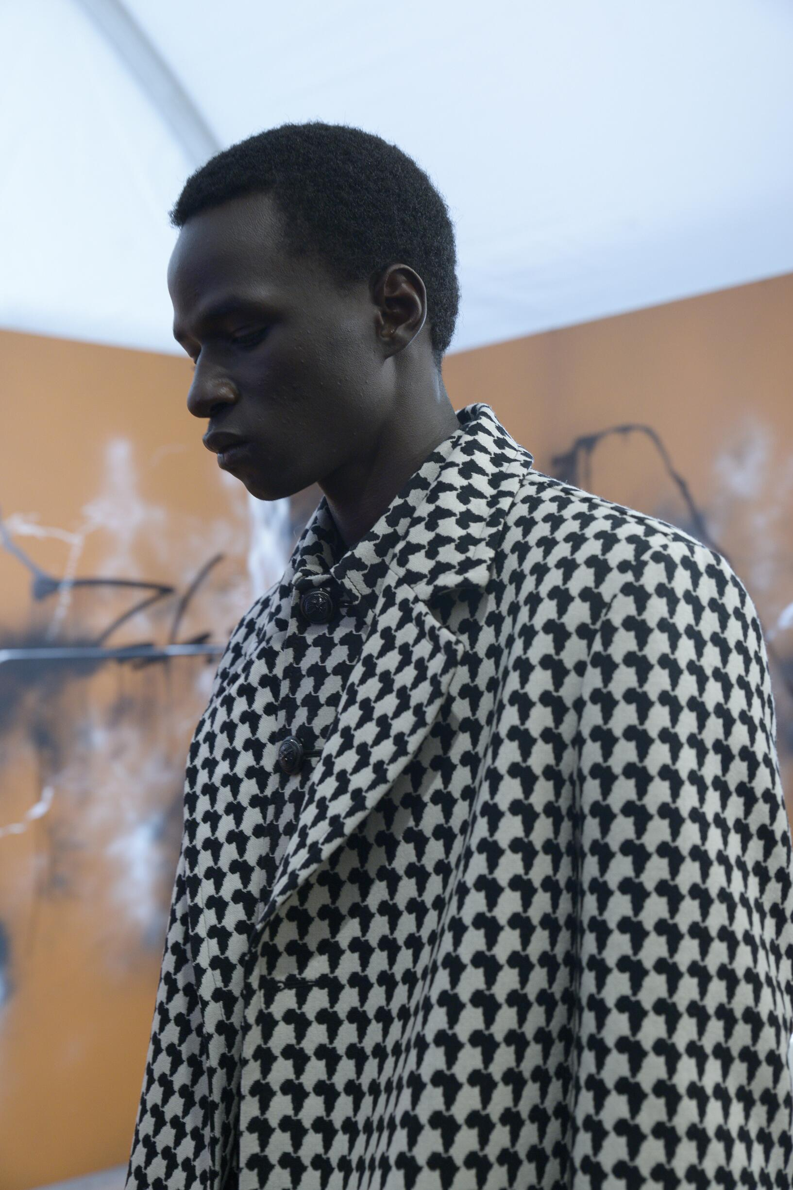 Model 2019 Fashion Backstage Louis Vuitton