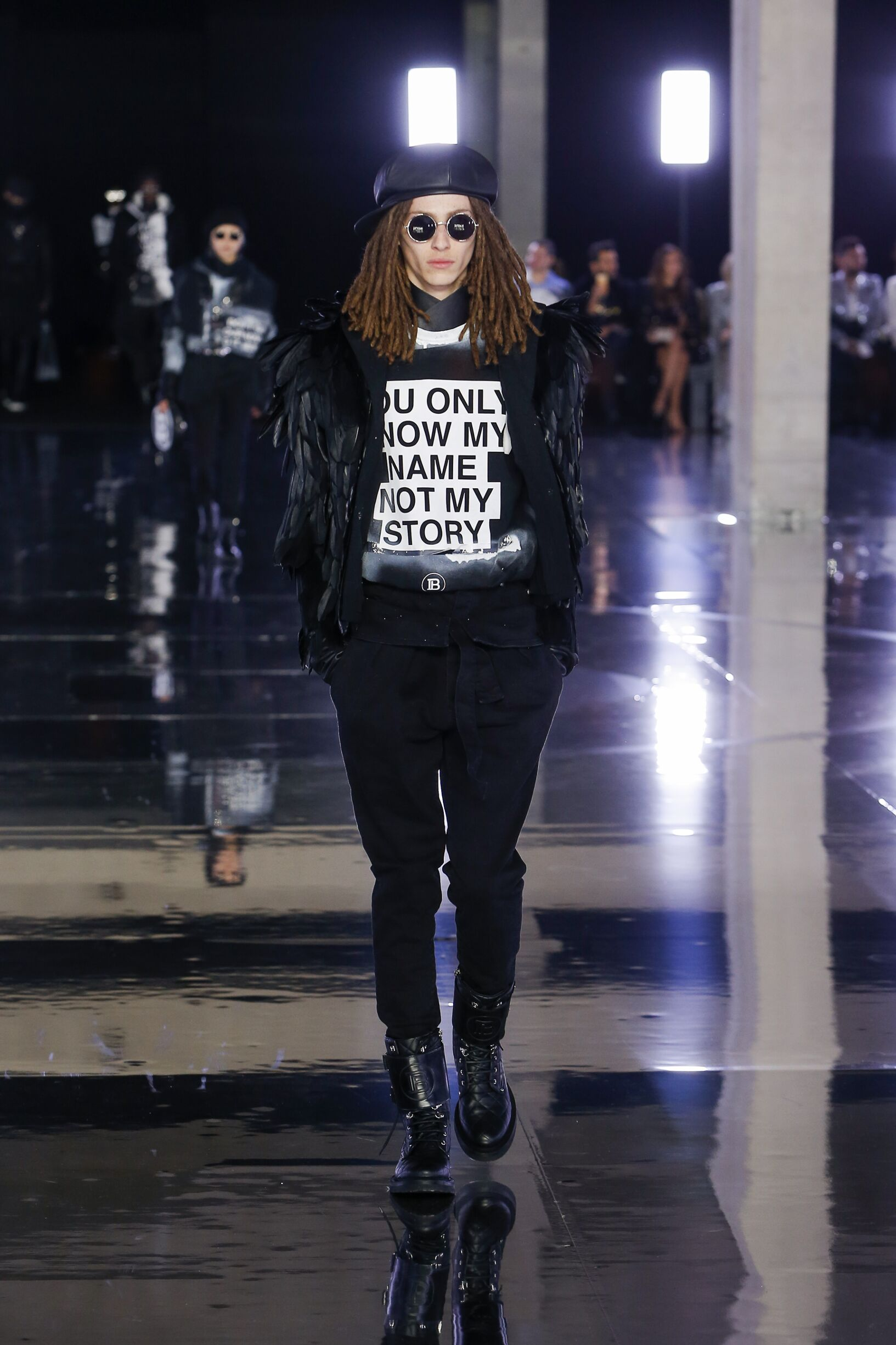 Model FW 2019-20 Balmain Show Paris Fashion Week