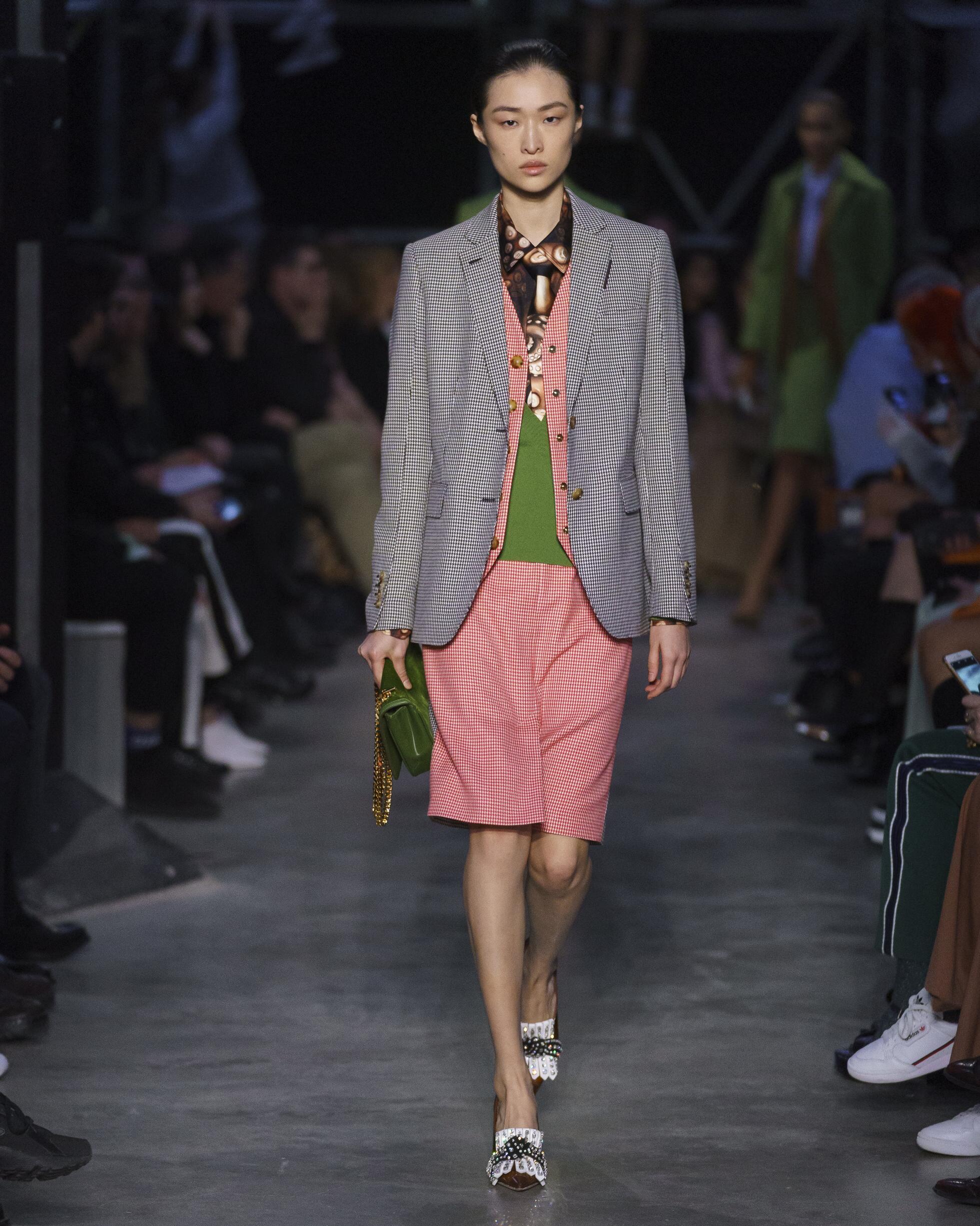 Model Fashion Week 2019 Catwalk Burberry