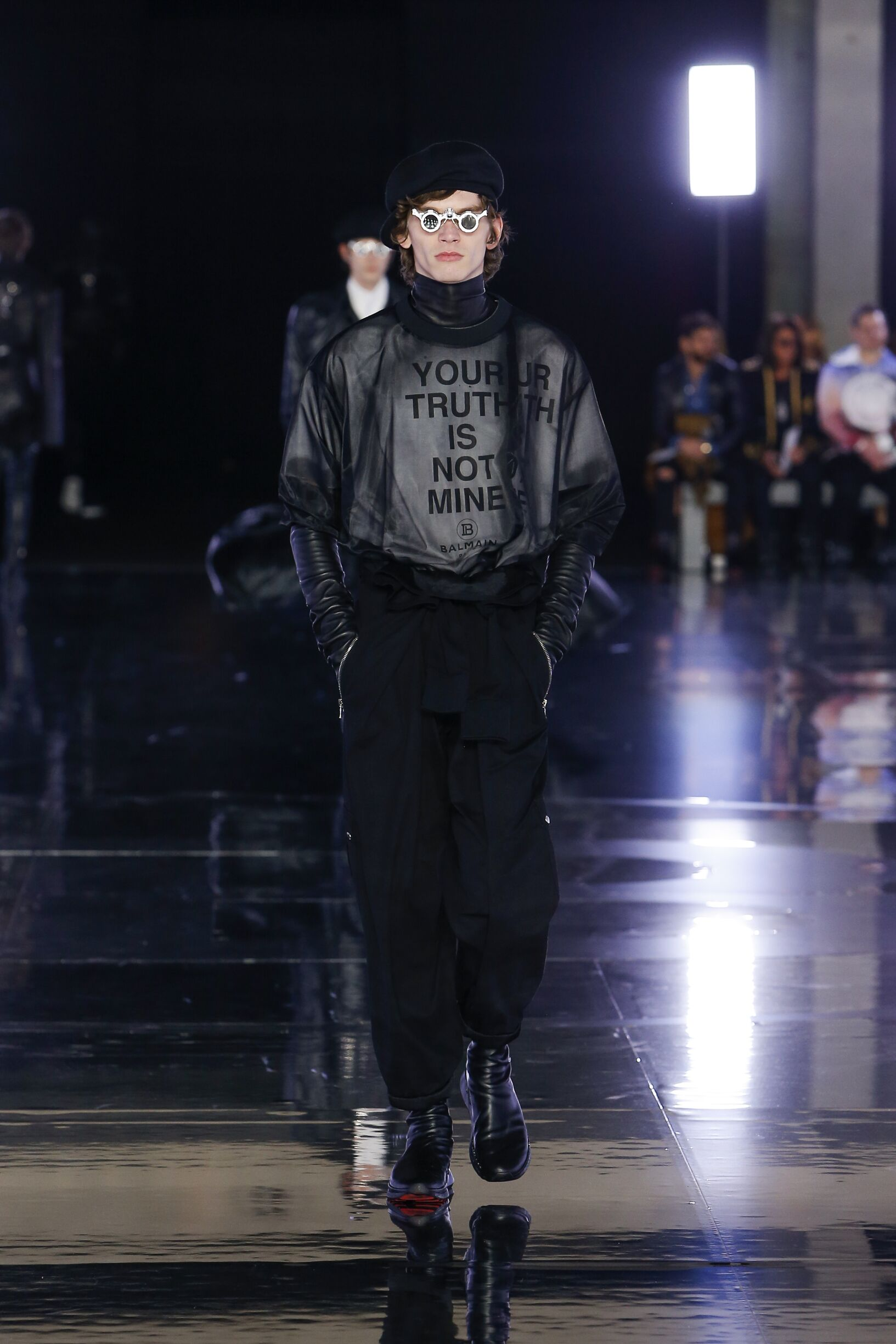 Model Fashion Week 2019 Catwalk Man Balmain