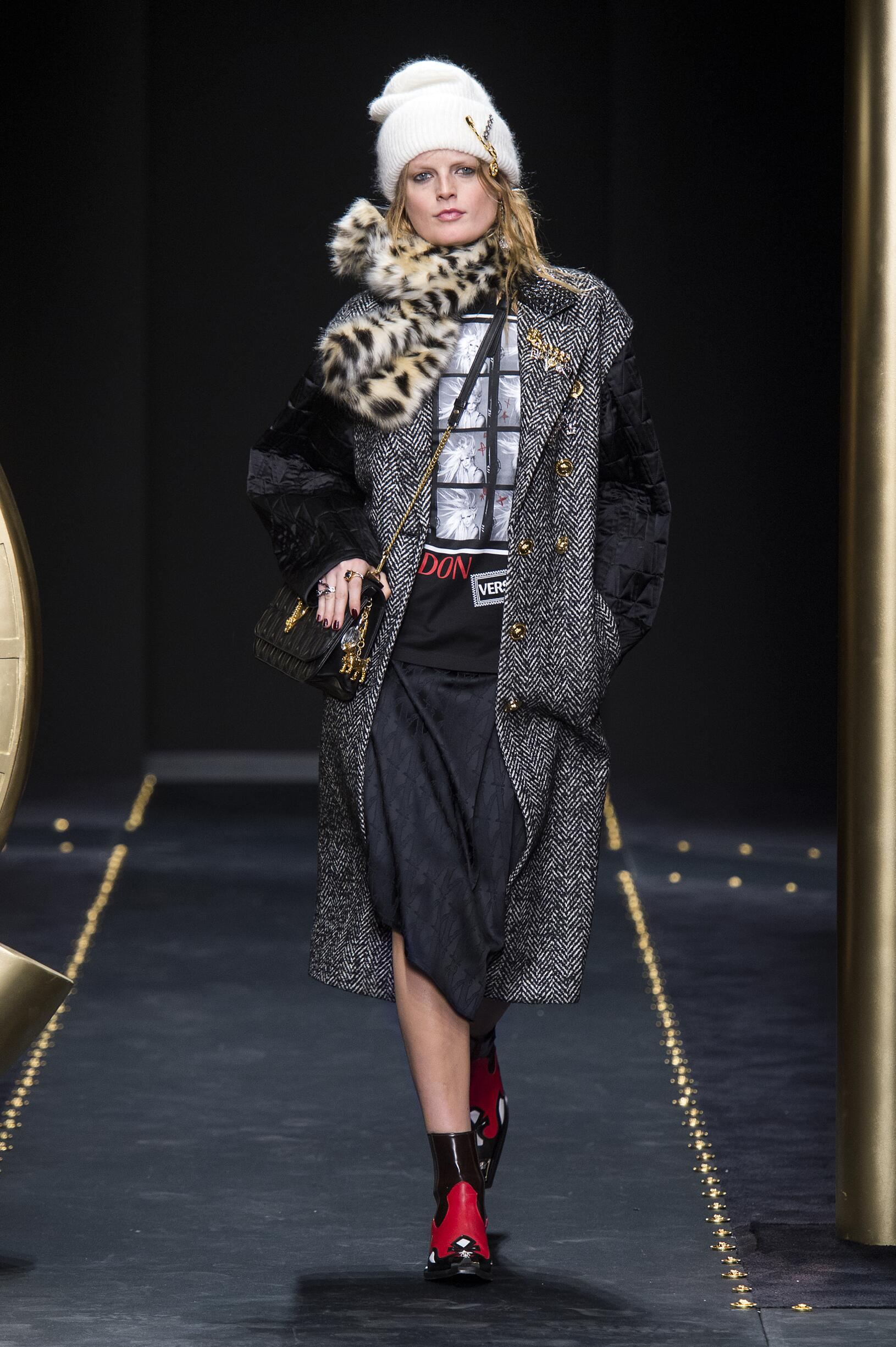 Runway Versace Fall Winter 2019 Collection Milan Fashion Week