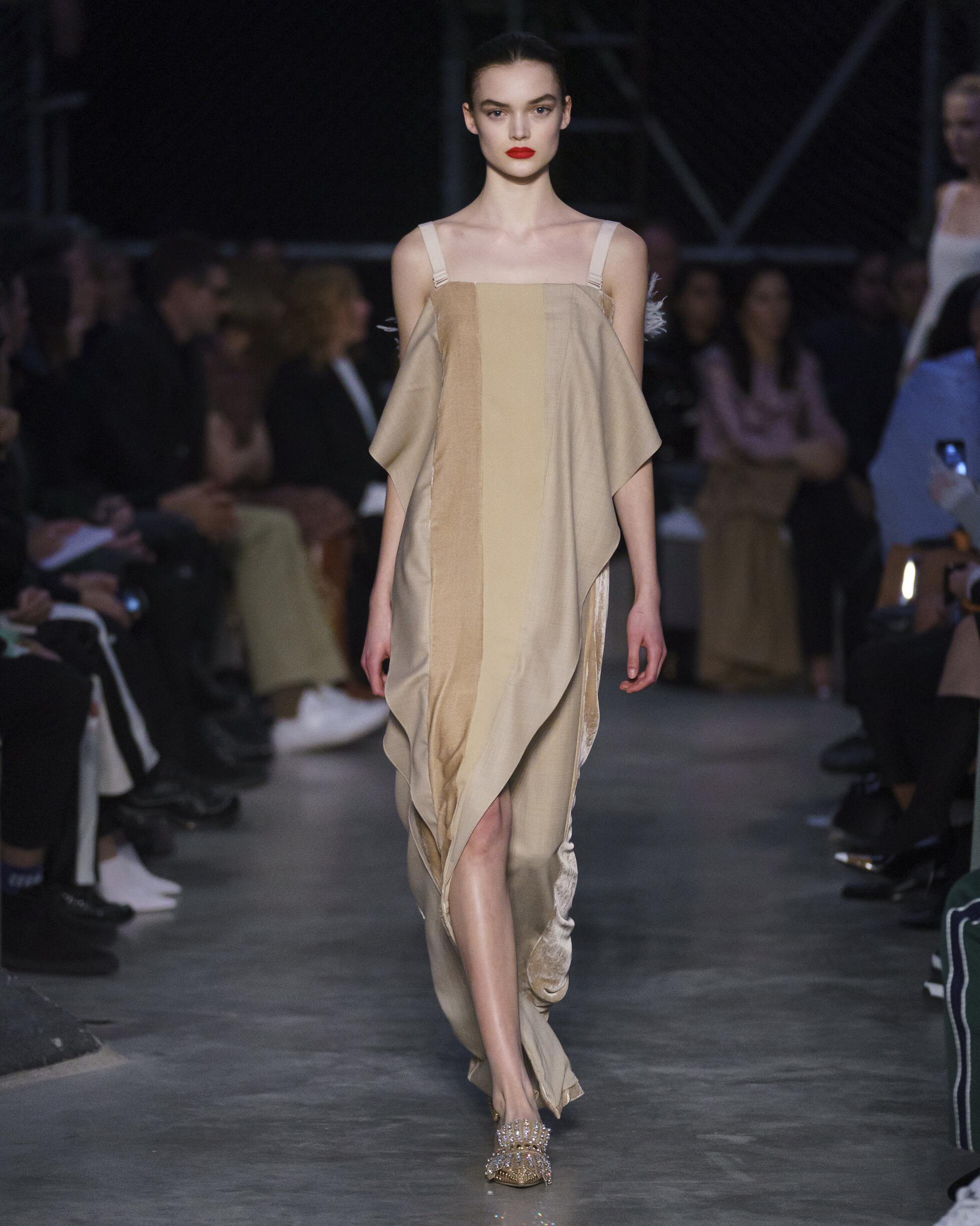 Womenswear Fashion 2019 20 Catwalk Burberry