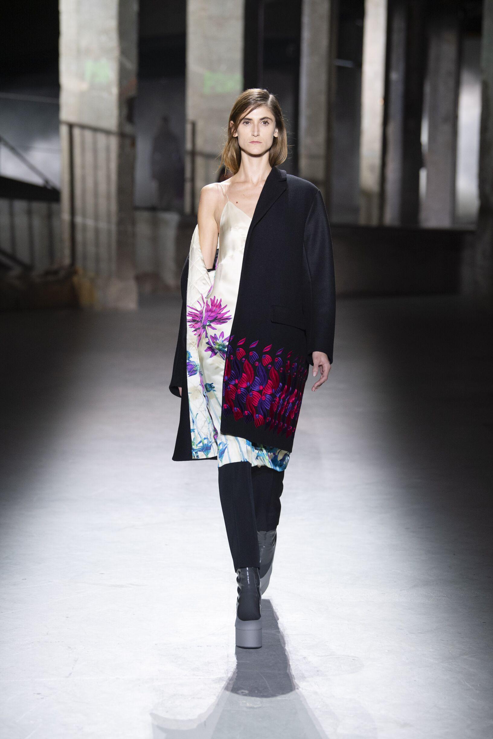 2019 Catwalk Dries van Noten Woman Fashion Show Winter