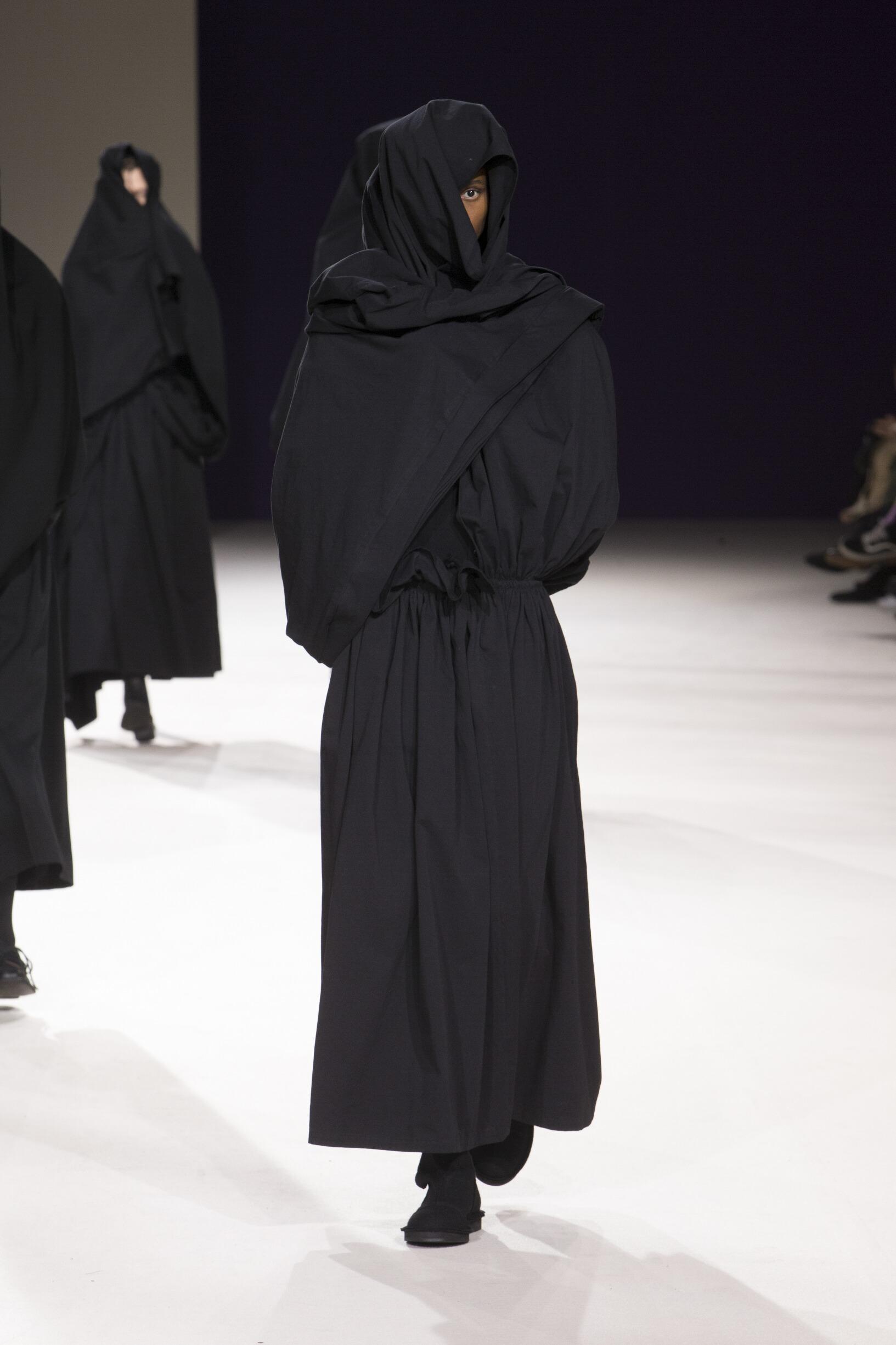 2019 Catwalk Yohji Yamamoto Woman Fashion Show Winter