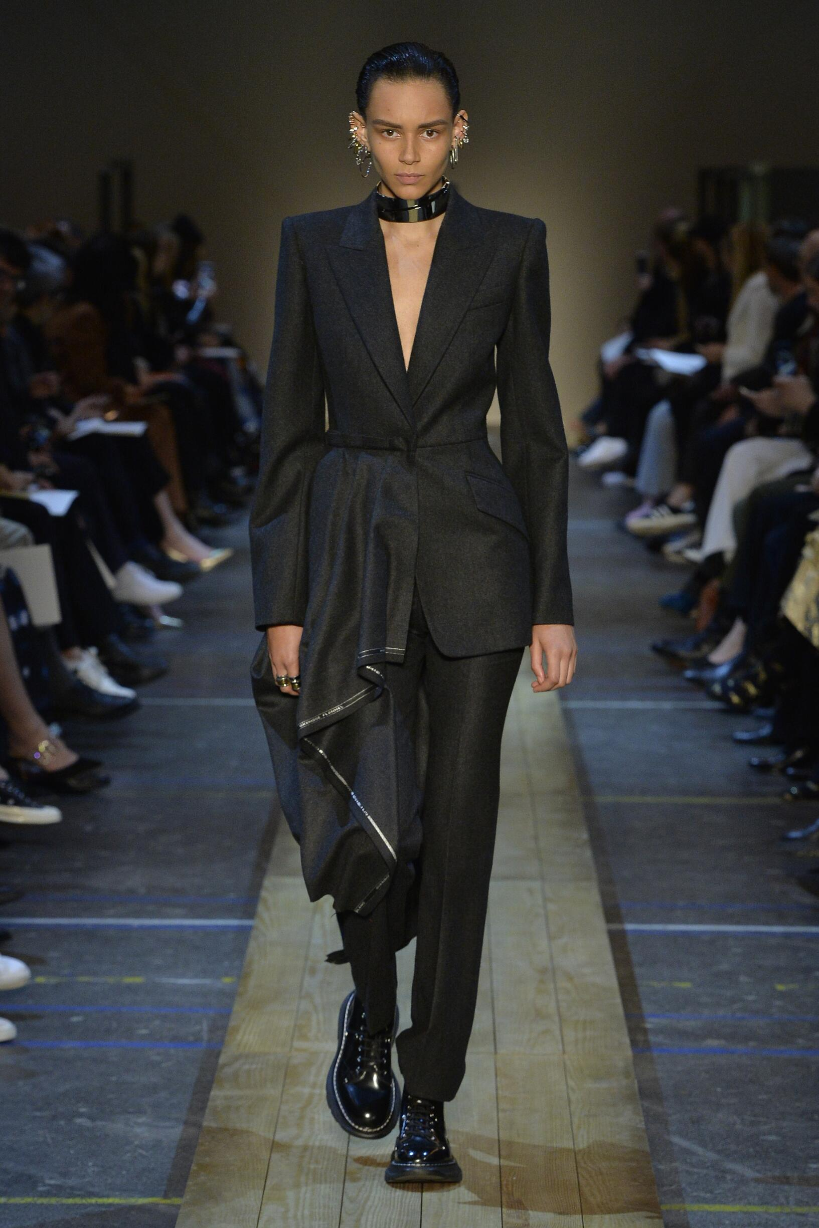 Alexander McQueen Fashion Show FW 2019