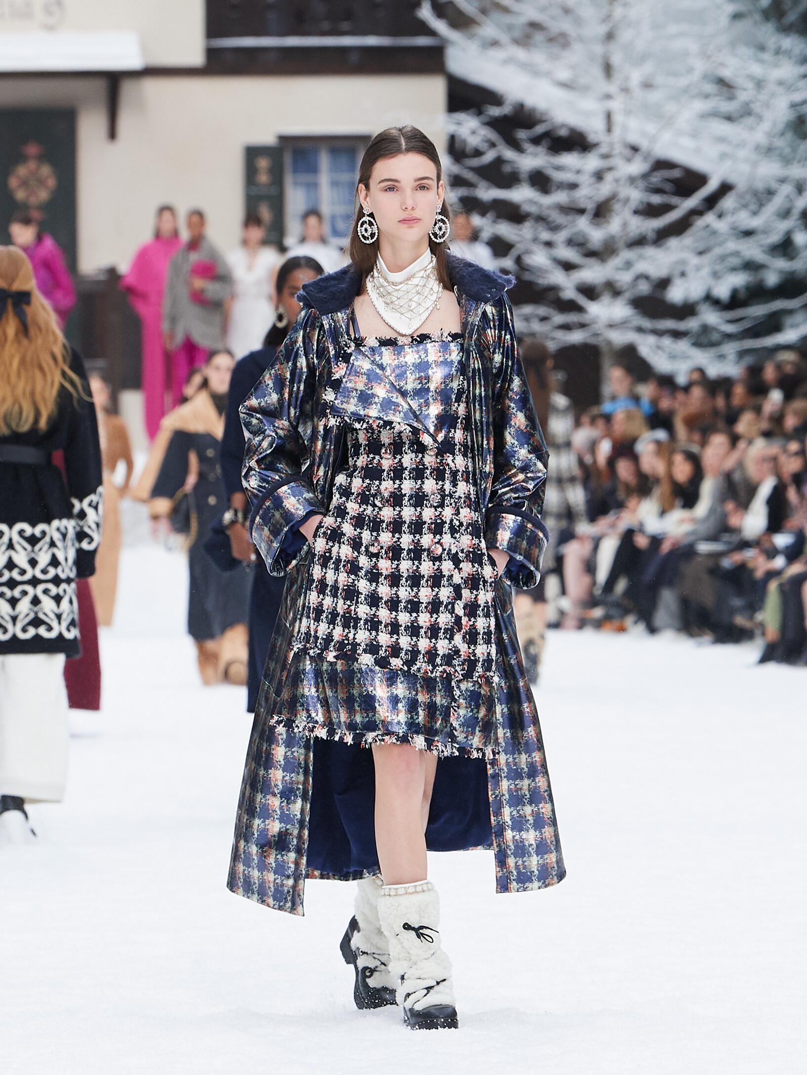 Catwalk Chanel Woman Fashion Show Winter 2019