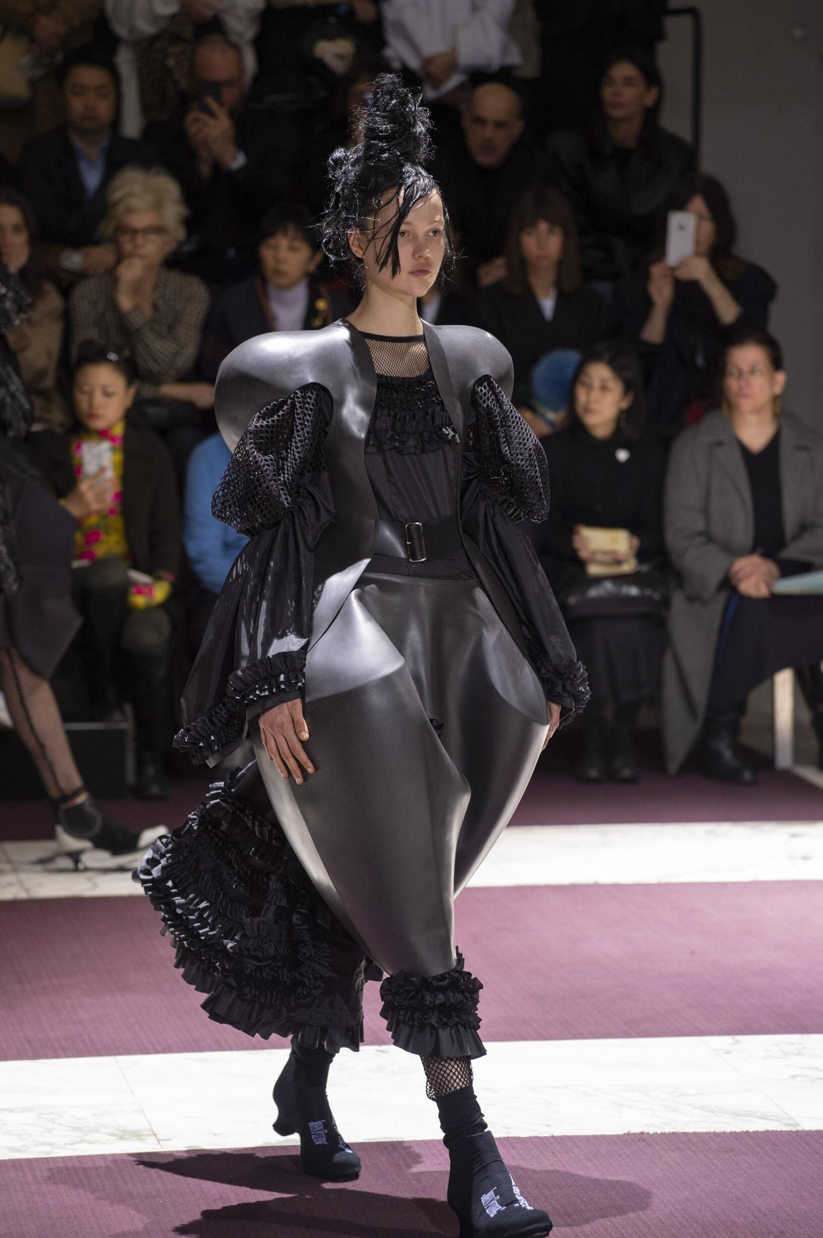 Catwalk Comme des Garçons Woman Fashion Show Winter 2019
