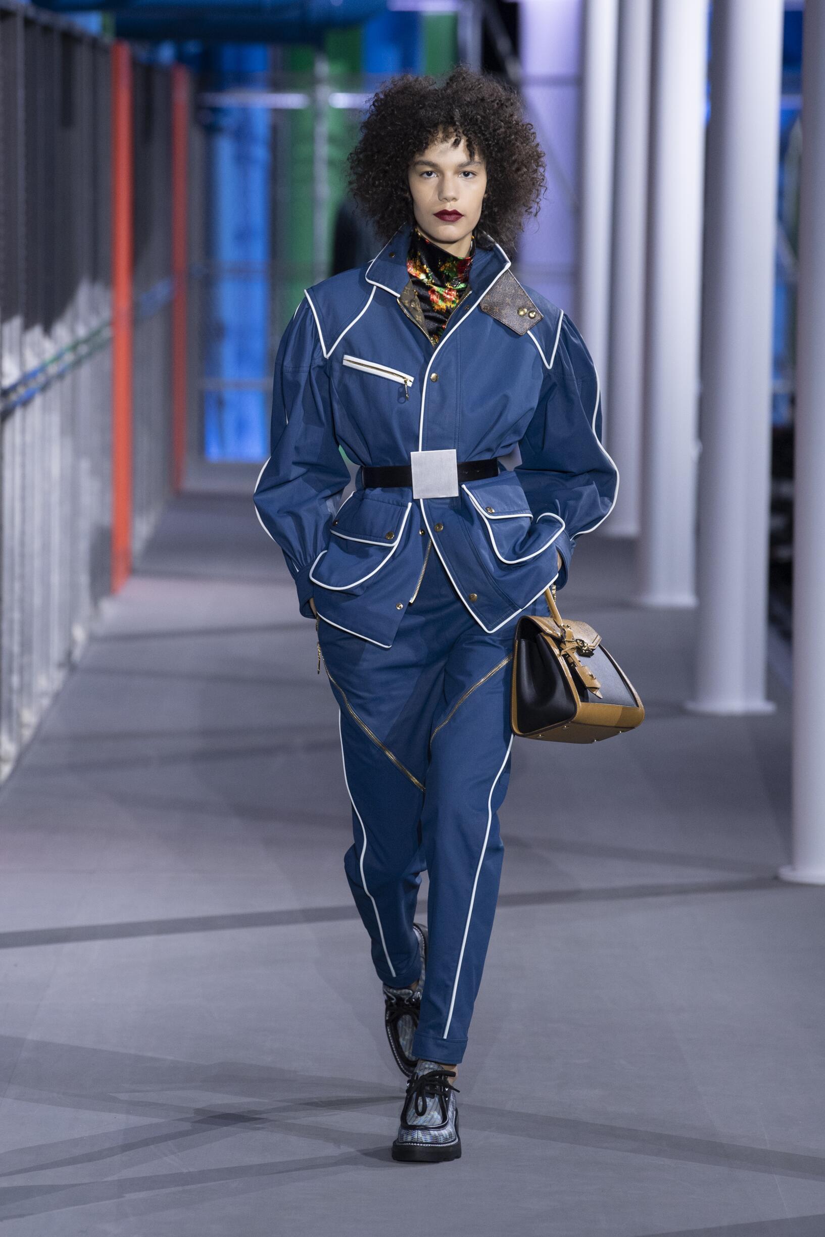 Catwalk Louis Vuitton Woman Fashion Show Winter 2019