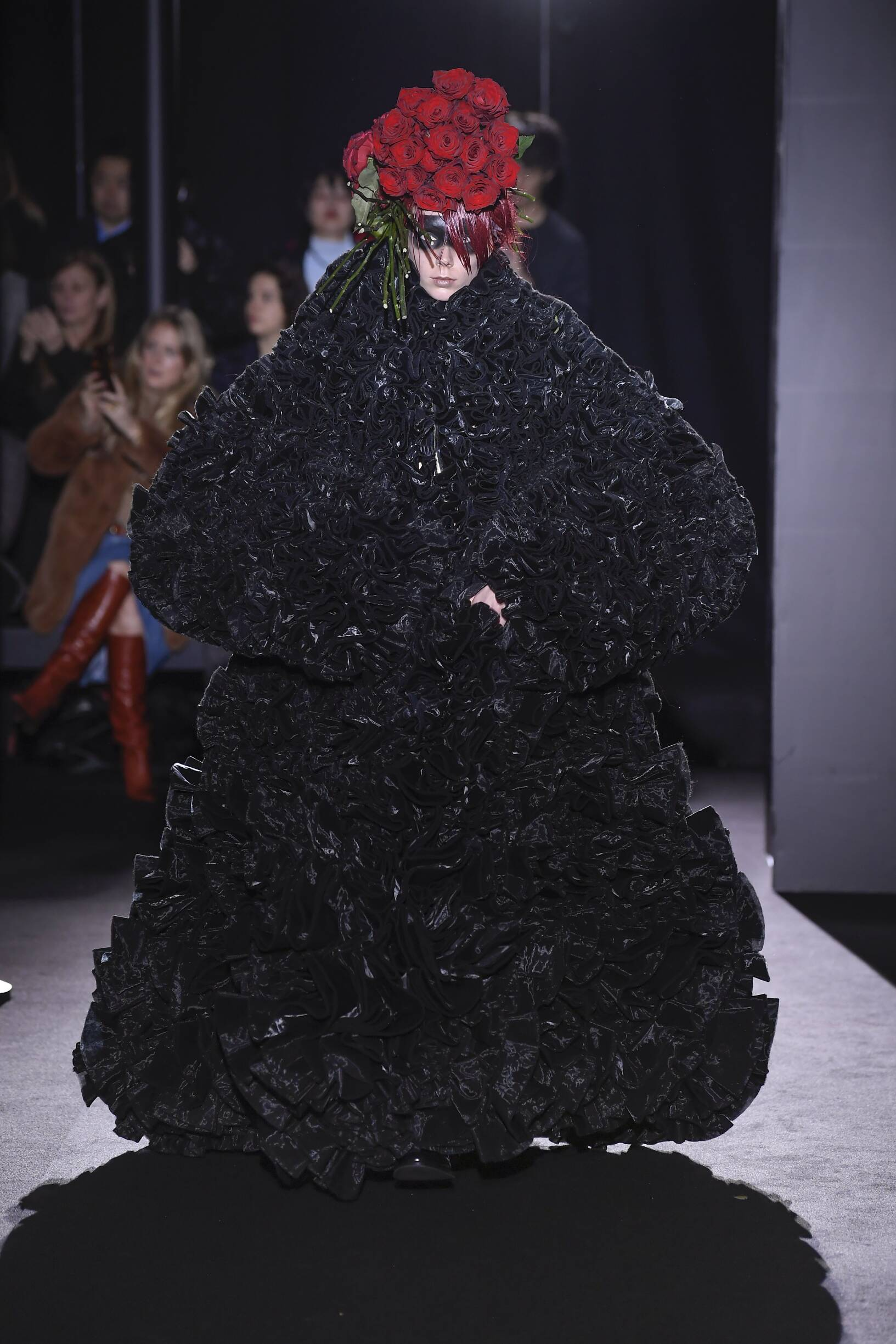 Catwalk Noir Kei Ninomiya Woman Fashion Show Winter 2019