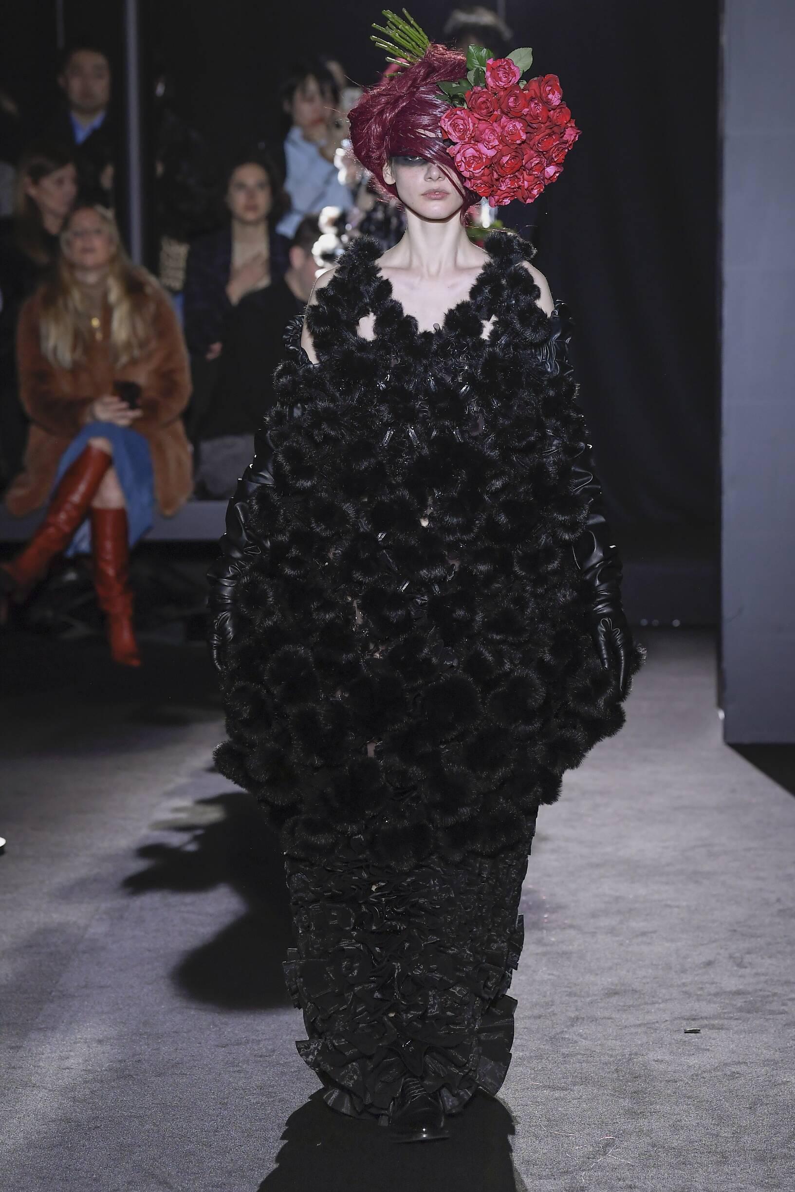 Catwalk Noir Kei Ninomiya Women Fashion Show Winter 2019