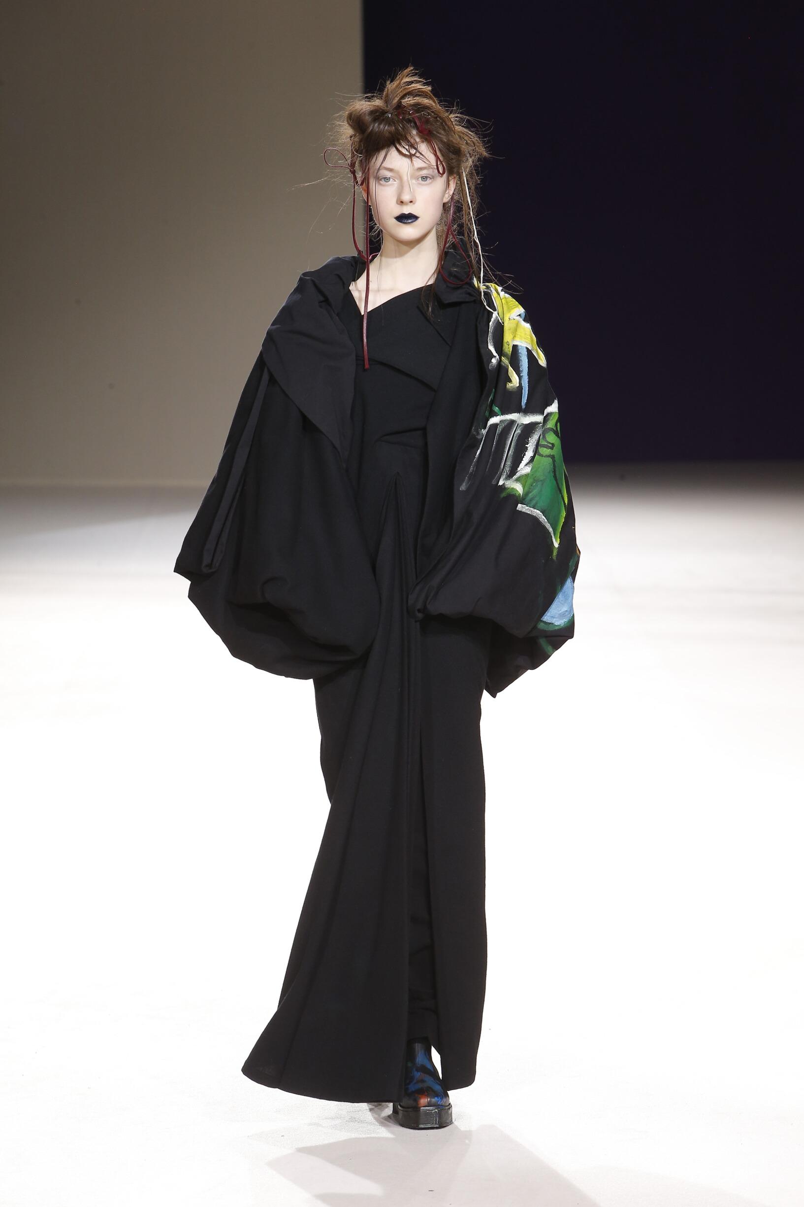 Catwalk Yohji Yamamoto Woman Fashion Show Winter 2019