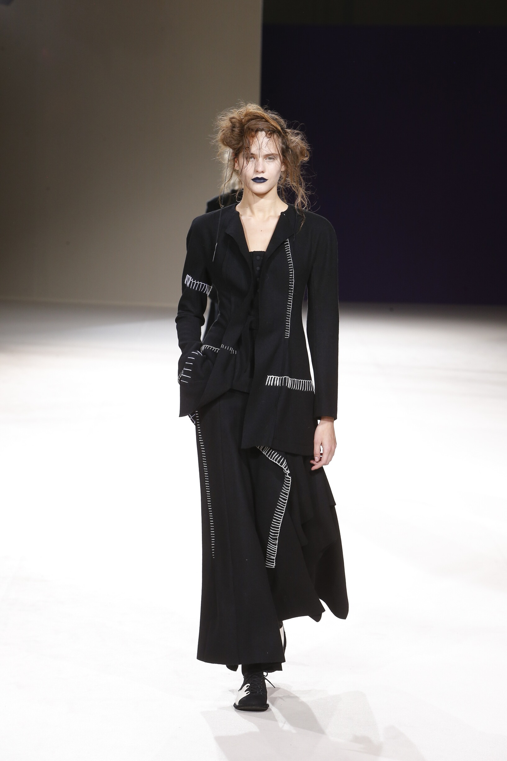 Catwalk Yohji Yamamoto Women Fashion Show Winter 2019