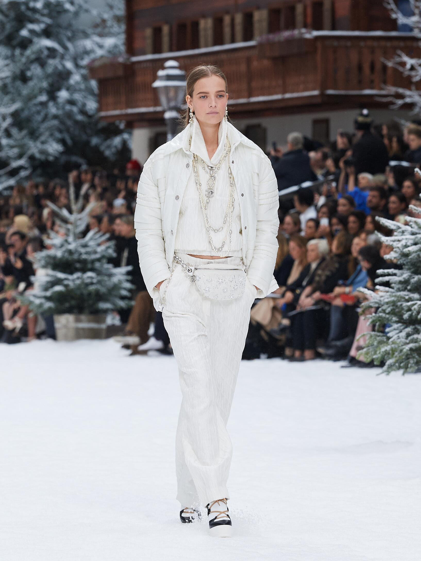 Fashion 2019 Catwalk Chanel Winter Womens Collection