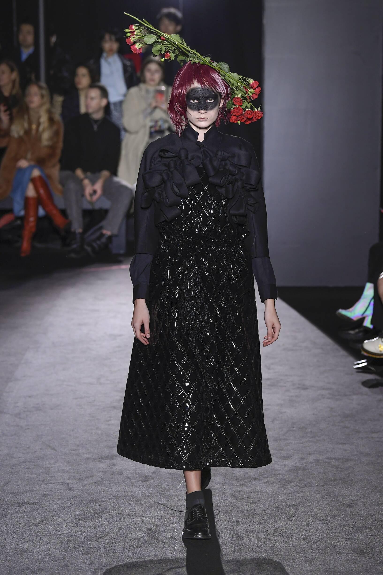 Fashion Show Woman Model Noir Kei Ninomiya Catwalk