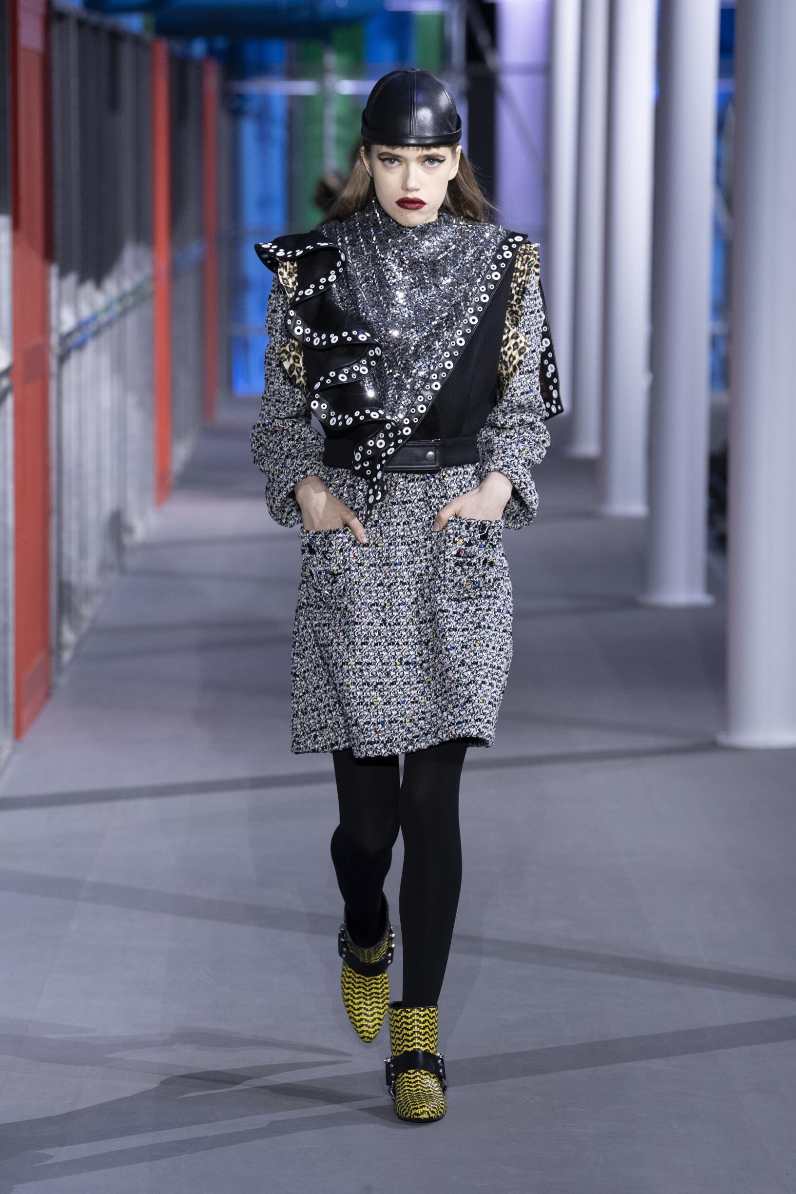 57949a58021 Louis Vuitton Fashion Show FW 2019