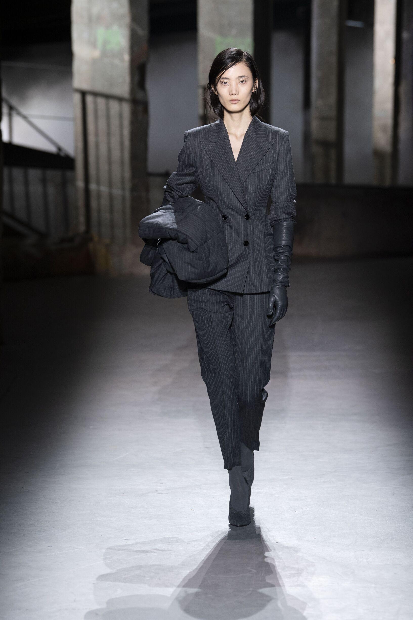 Model Fashion Show Dries van Noten