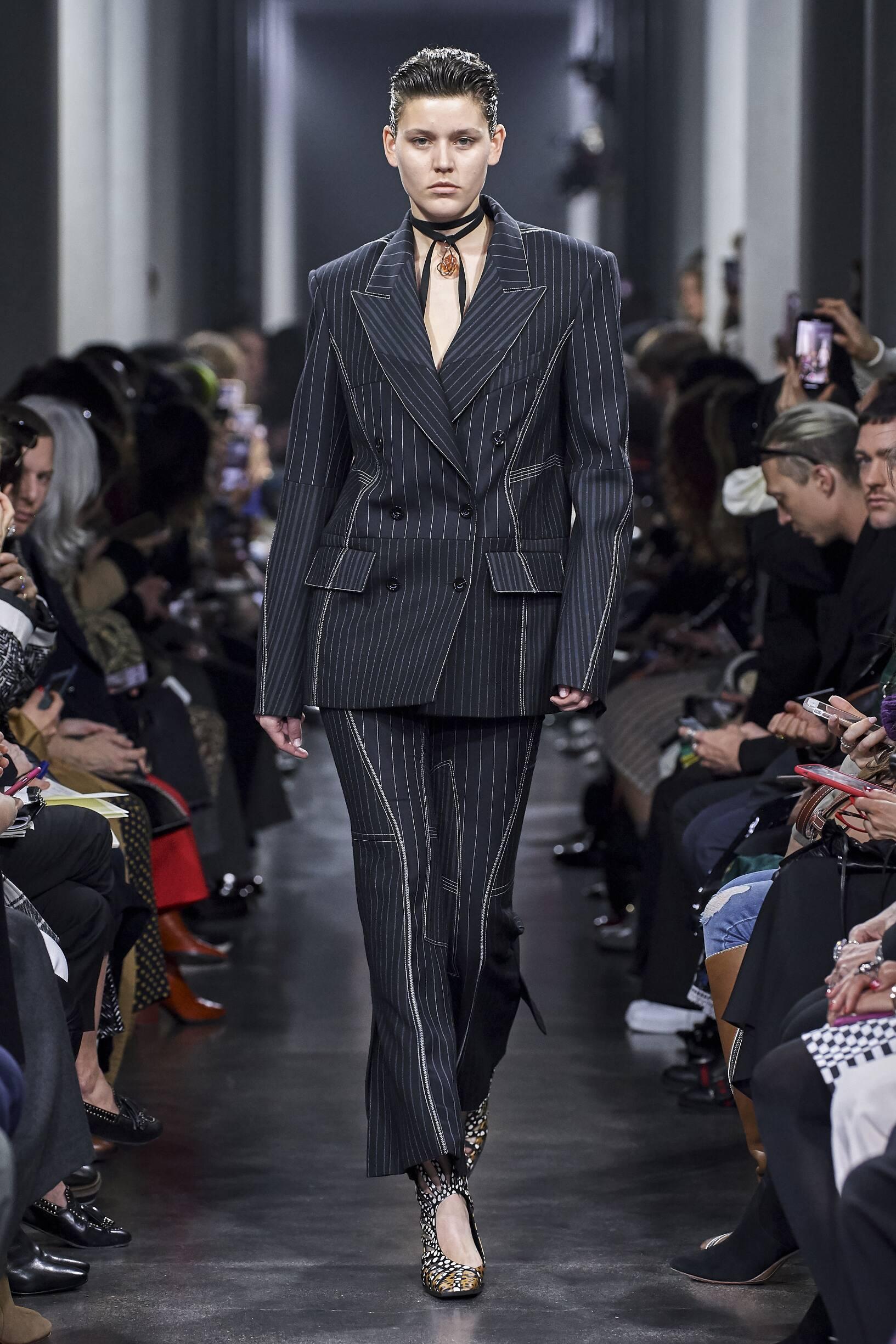 Runway Mugler Fall Winter 2019 Collection Paris Fashion Week