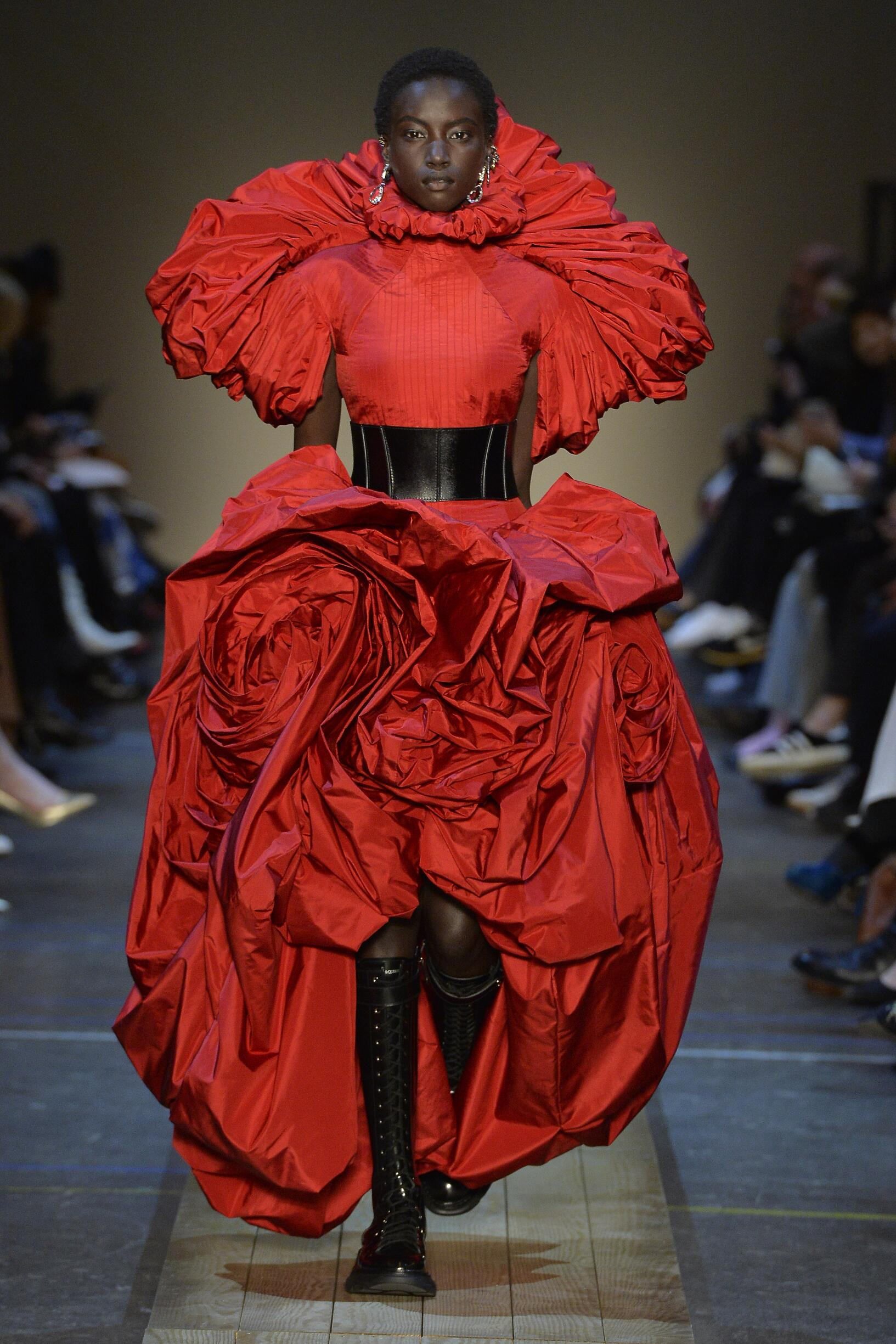 Woman FW 2019 Alexander McQueen Show Paris Fashion Week