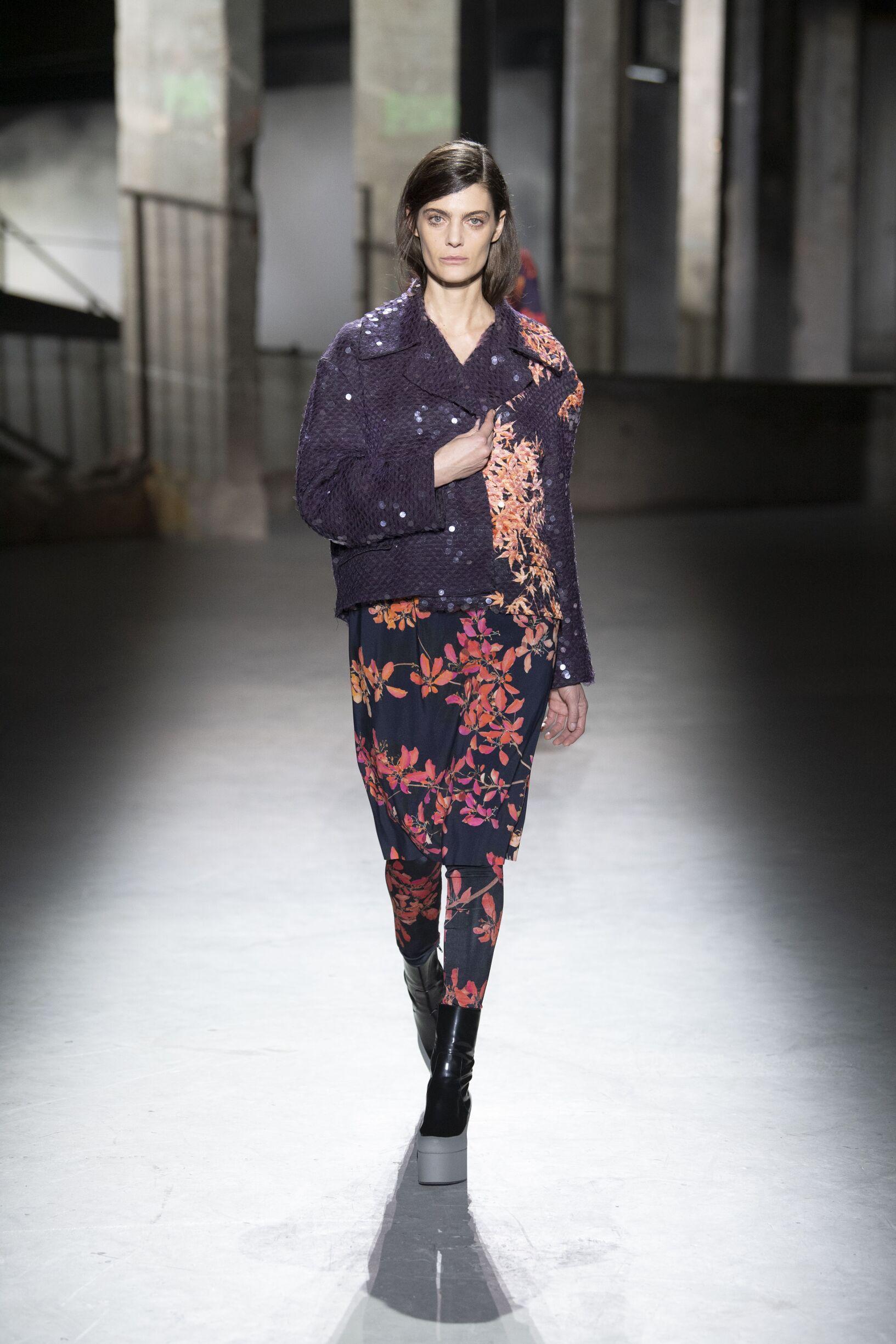 Woman FW 2019 Dries van Noten Show Paris Fashion Week