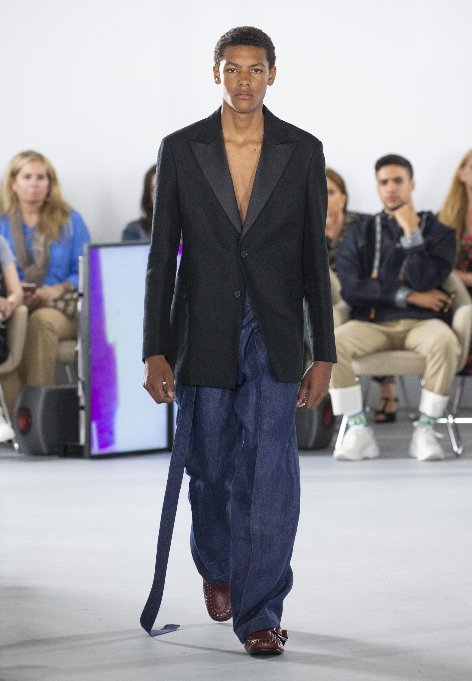 2020 Catwalk Loewe Fashion Show Summer